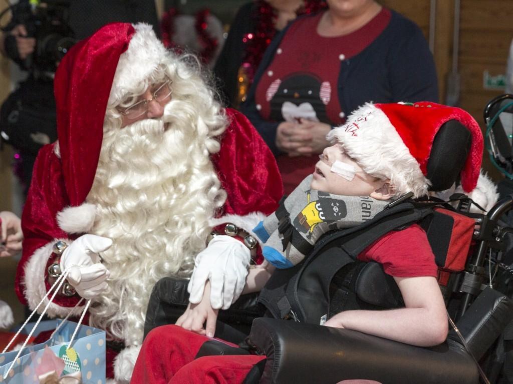 Santa visits CHAS (Stuart Walker)