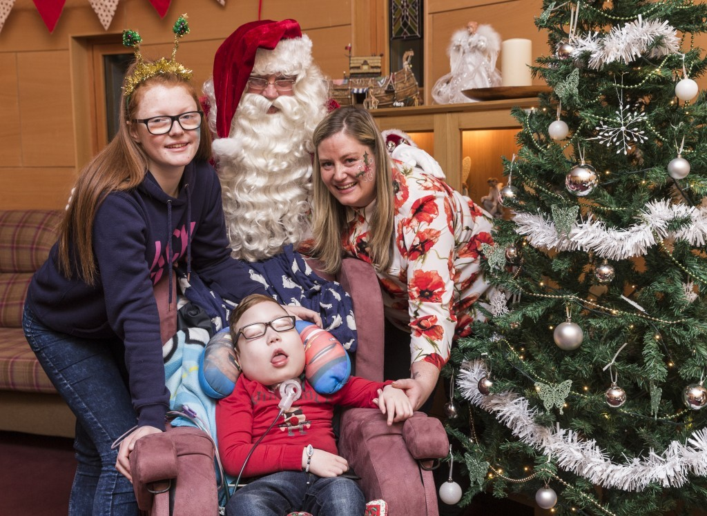 Kieran Reilly (5, from Barrhead) photographed with his sister Morgan McKenzie (14), mother Victoria Thomson & Santa Claus