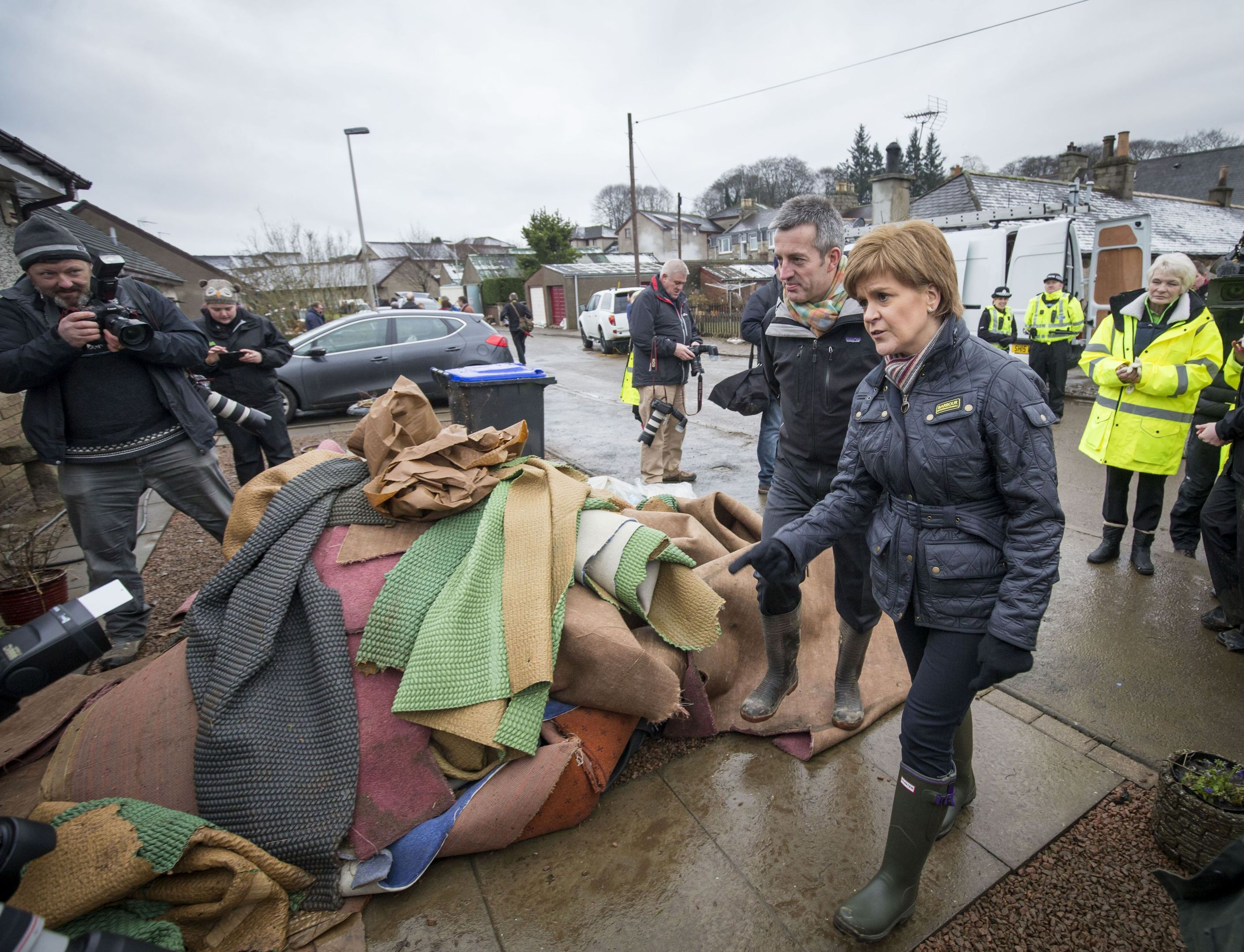 nicola sturgeon visits flood hit homes