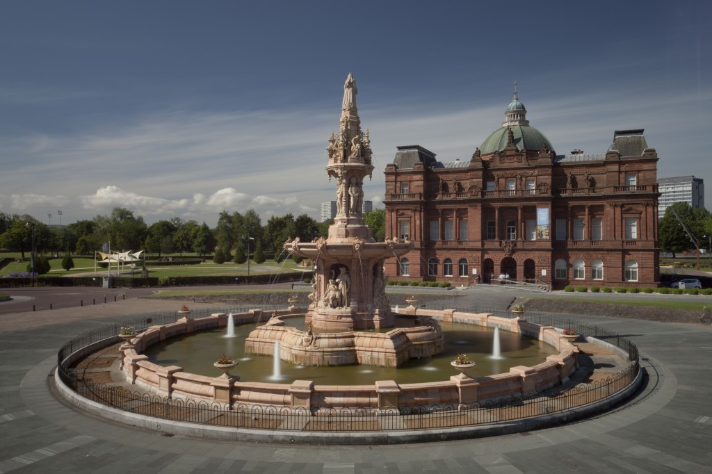 Royal Doulton Fountain and People's Palace in Glasgow (Stephane Loustalot)