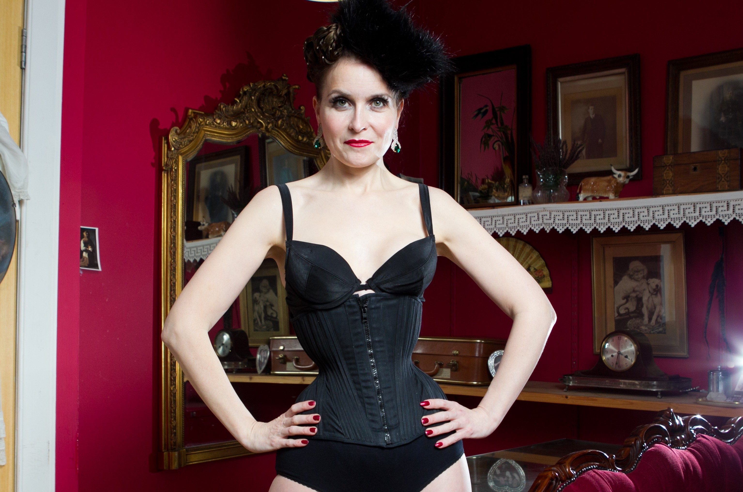 9da31931af Tina s waist measures just 18 INCHES thanks to custom made corsets ...