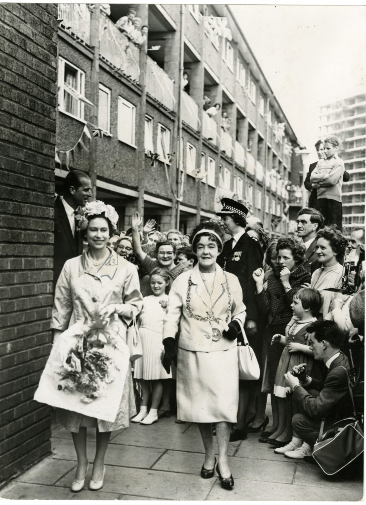The Queen is greeted with cheers on a visit to the Gorbals in 1961 (DC Thomson)