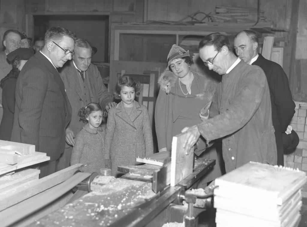 Elizabeth with her mother and sister in Lord Robert's workshop, Dundee (DC Thomson)