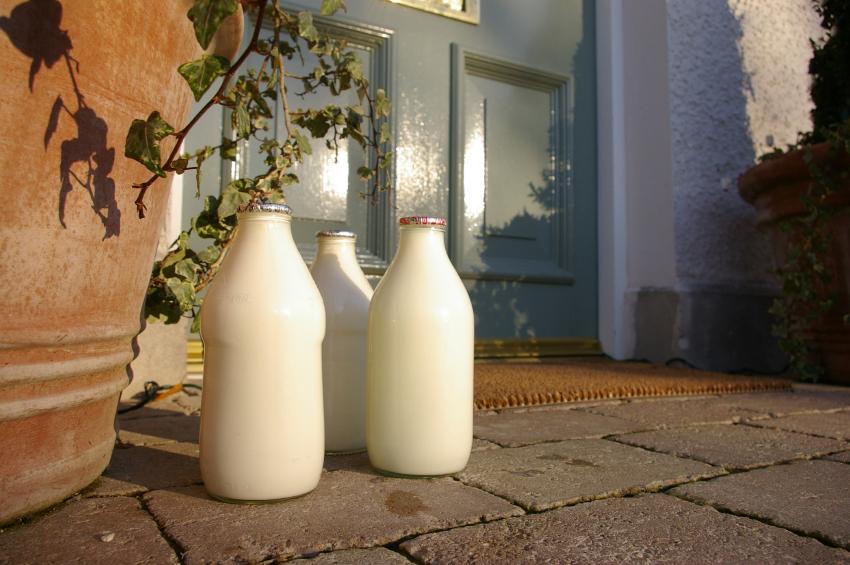 Milk delivery (Gleeker)