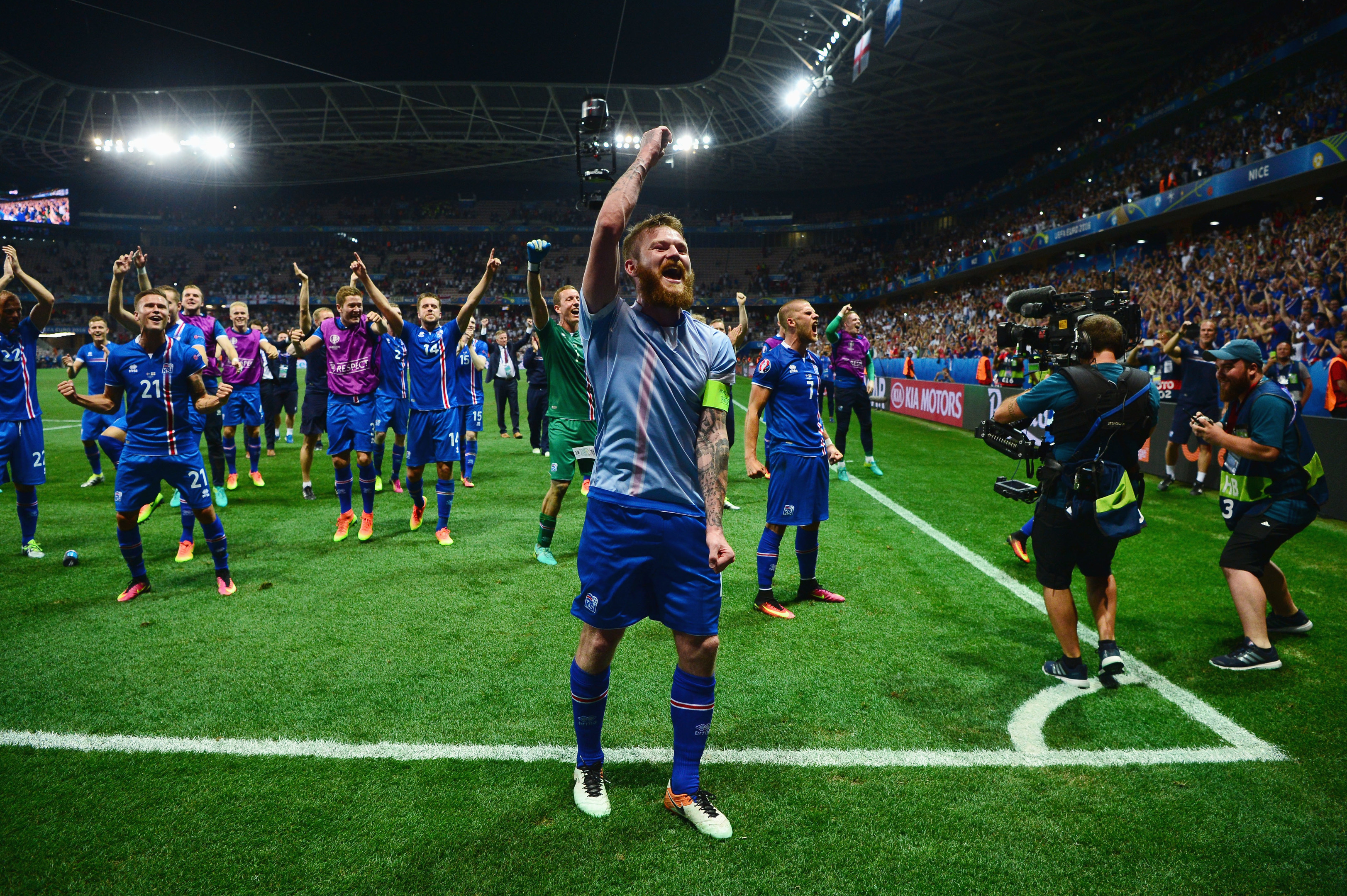 Aron Gunnarsson (C) and Iceland players celebrate their team's 2-1 win over England (Dan Mullan/Getty Images)