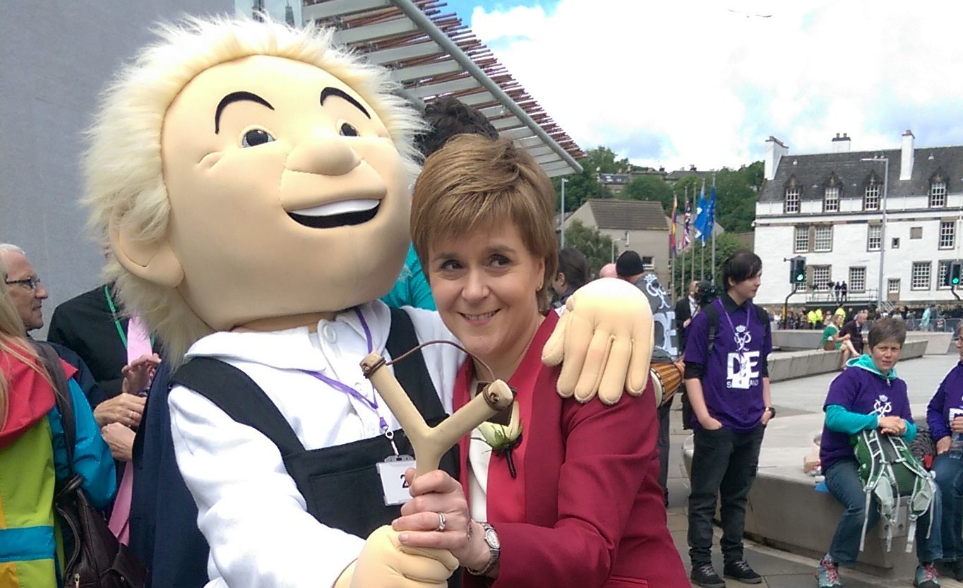 Oor Wullie meets the First Minister