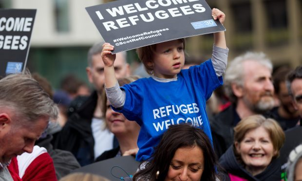 People of Glasgow show support for refugees in George Square (Andrew Cawley / DC Thomson)