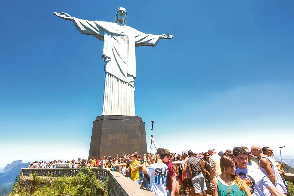 Tourists at the Christ the Redeemer statue (Getty Images)