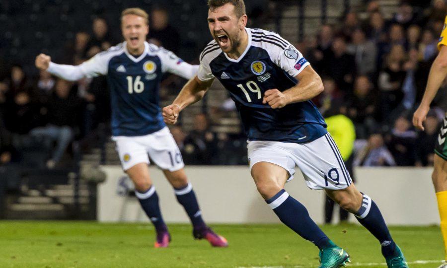 Scotland's James McArthur celebrates his goal (SNS Group / Craig Williamson)