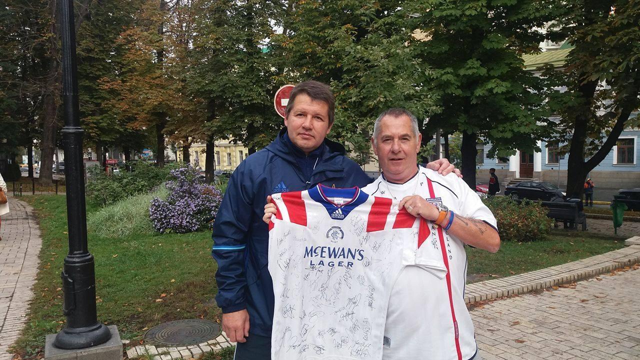 John travelled to Ukraine to meet Oleg Salenko, the final name for his shirt