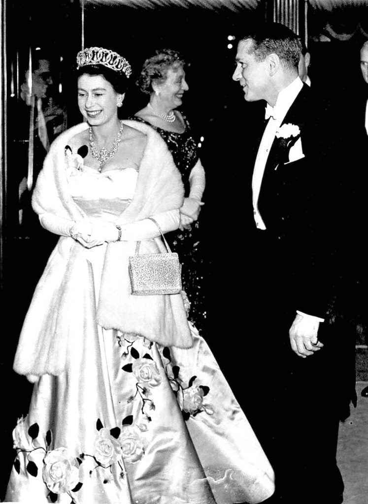 Queen Elizabeth II with Sir Laurence Olivier (PA Archive/PA Images)