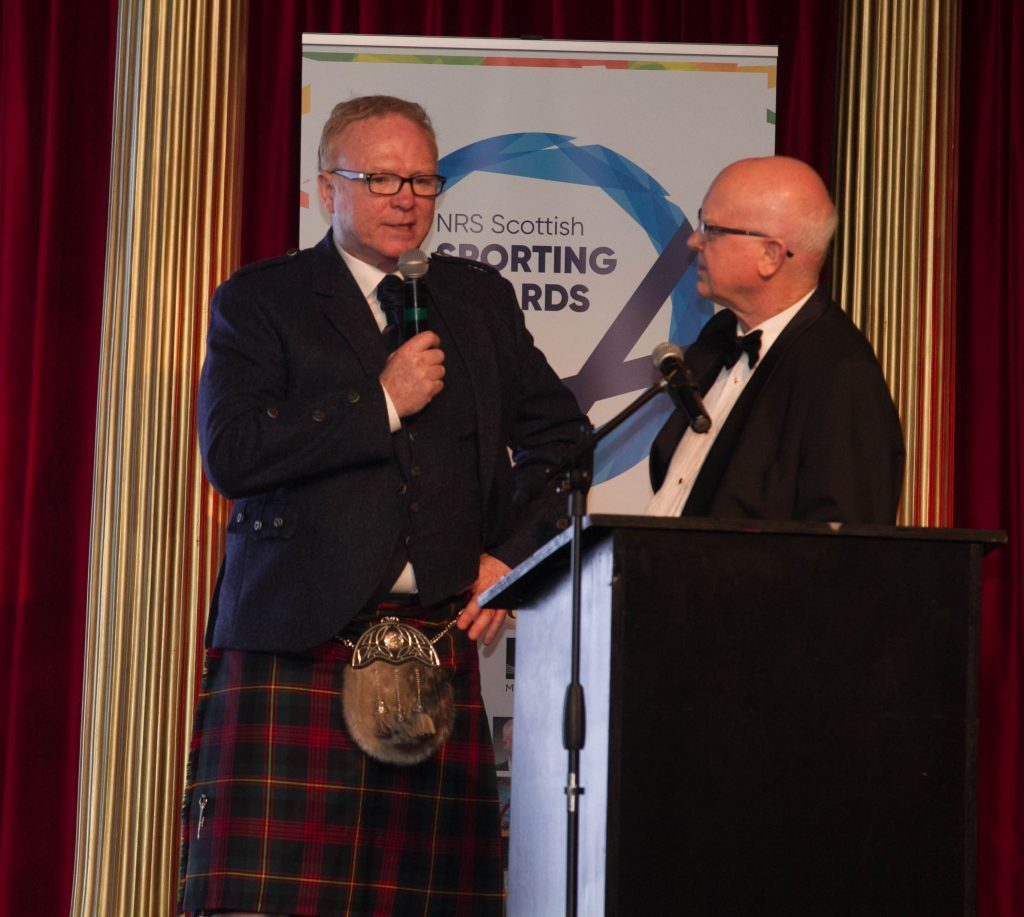 Alex McLeish recieves the Lifetime Achievement Award from Archie Macpherson (Chris Austin / DC Thomson)