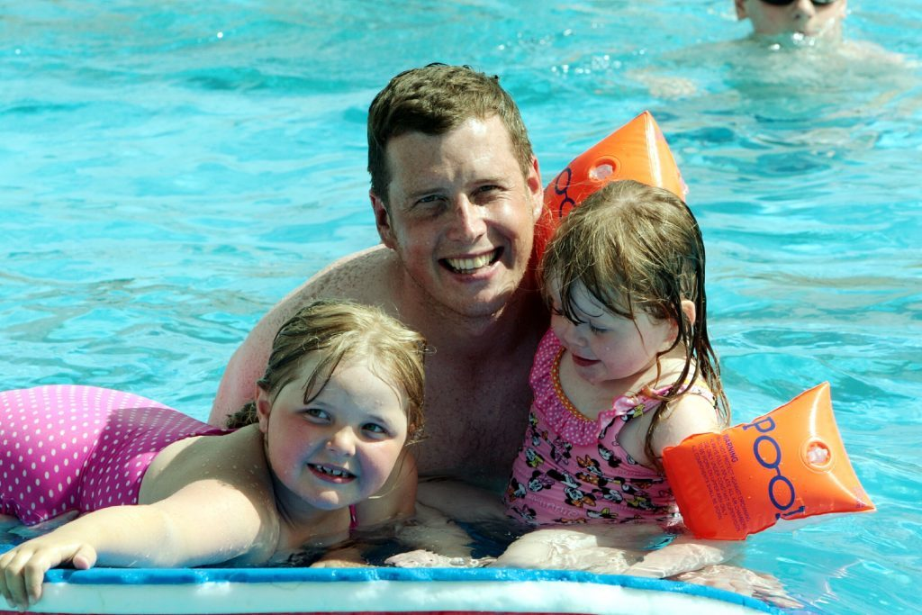 Gary Biggs from Dundee with daughter Lily-Grace and friend Erin Paterson in the pool (John Stevenson, DC Thomson)