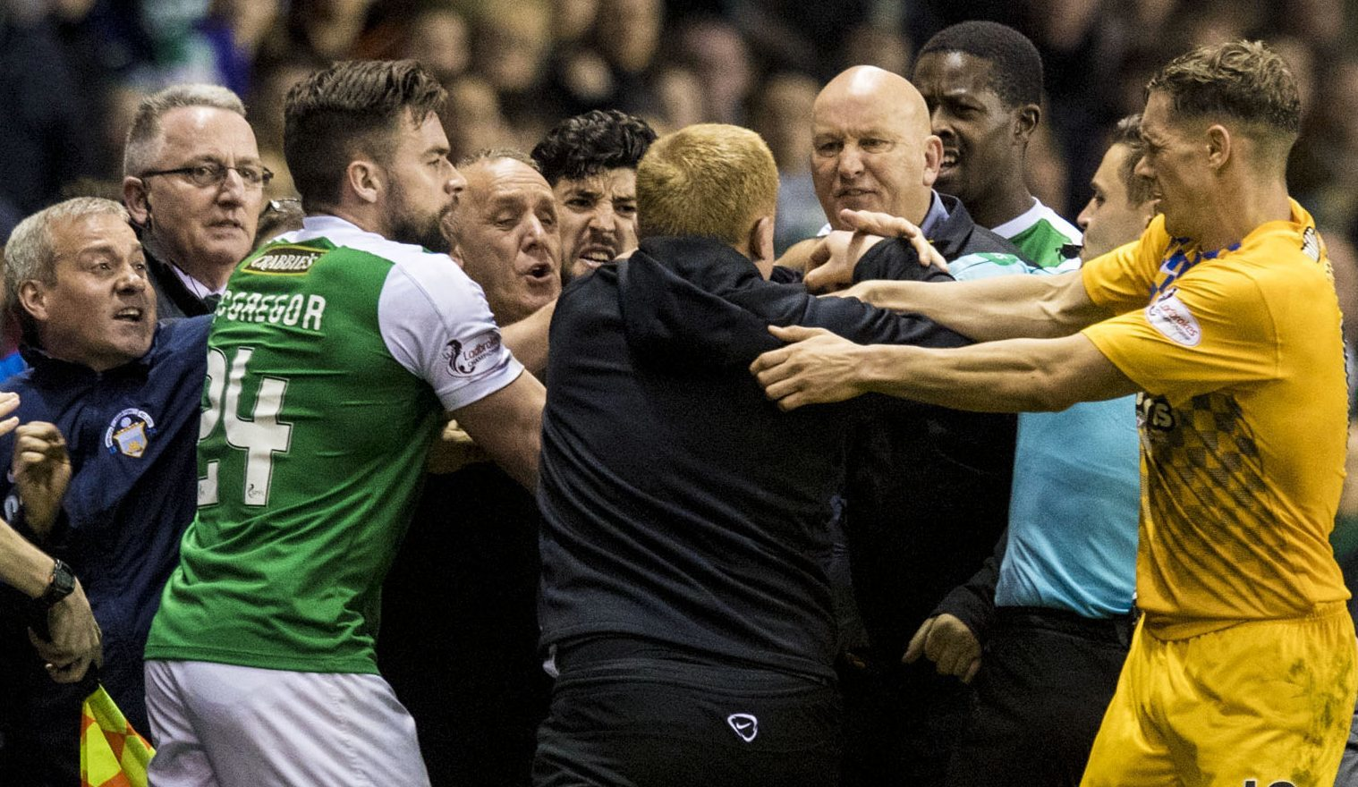 Morton manager Jim Duffy and Hibernian manager Neil Lennon confront each other as a row breaks out before full-time (SNS Group)