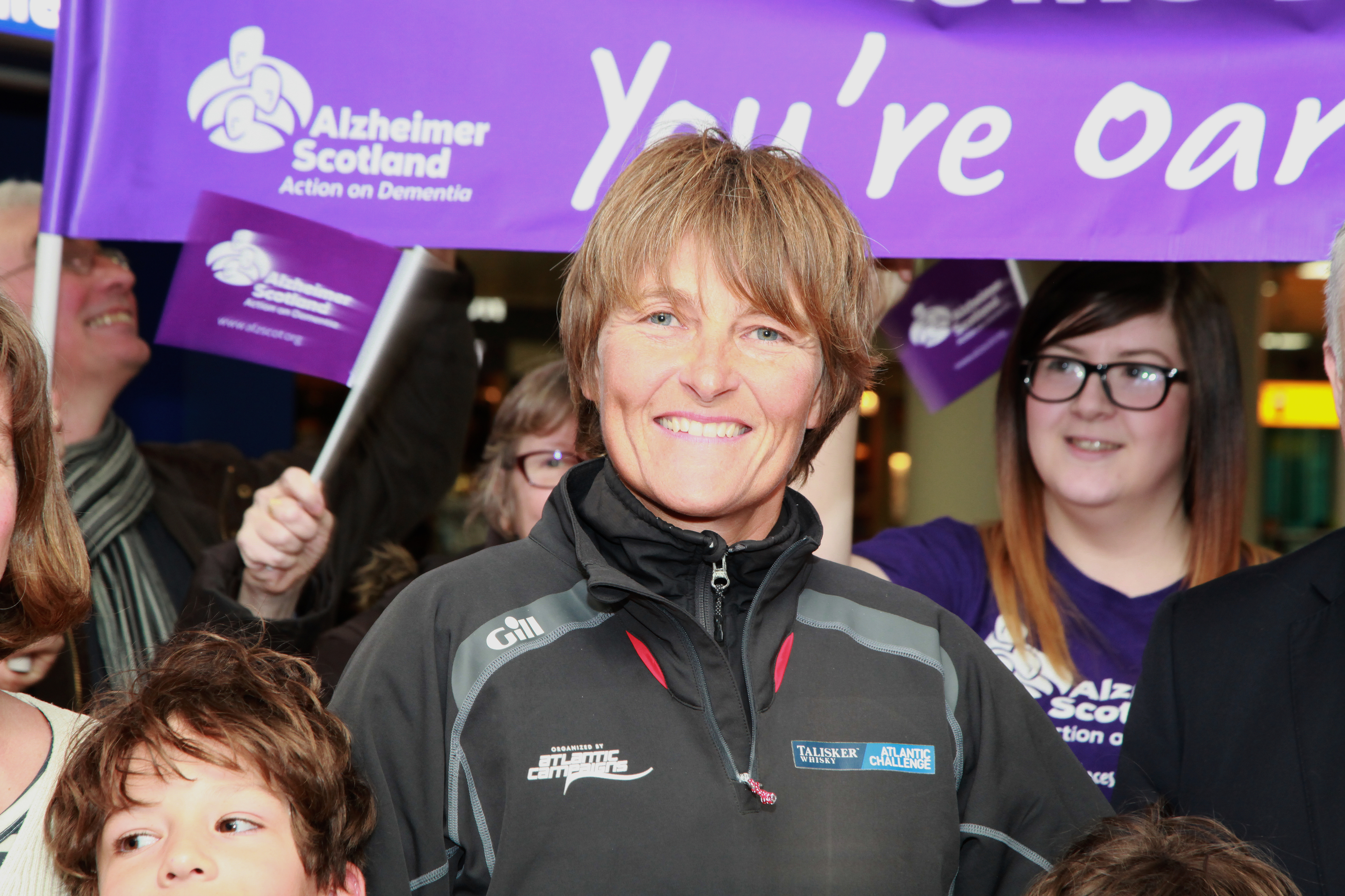 Elaine Hopley was welcomed home by supporters (Alzheimer Scotland)