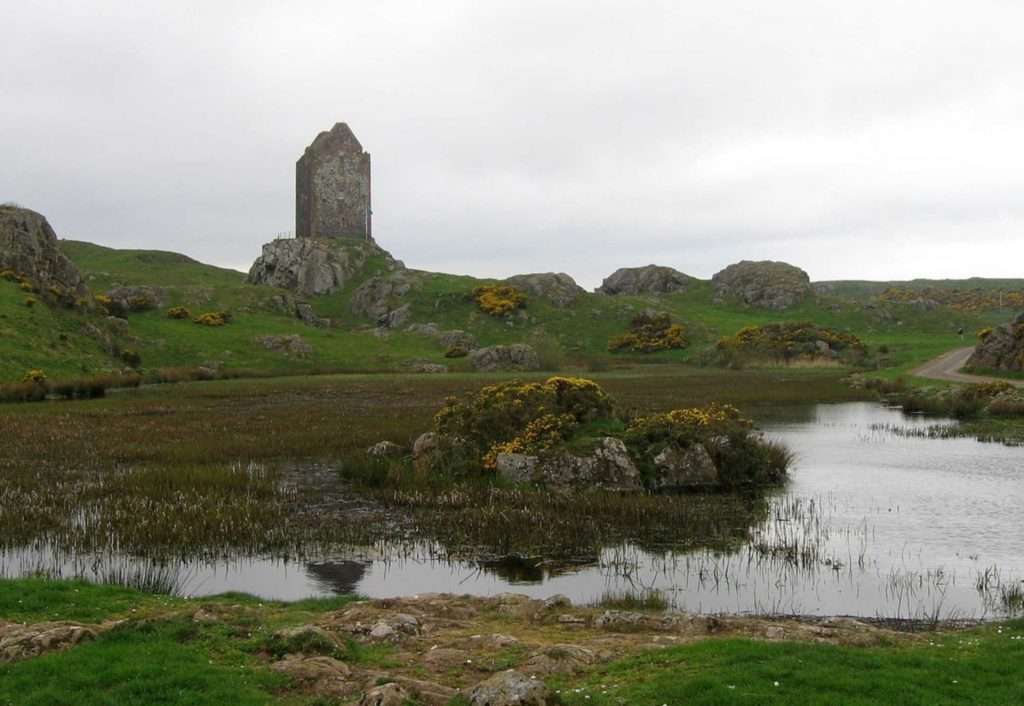 1200px-Smailholm_Tower_22407_from_E_20468454