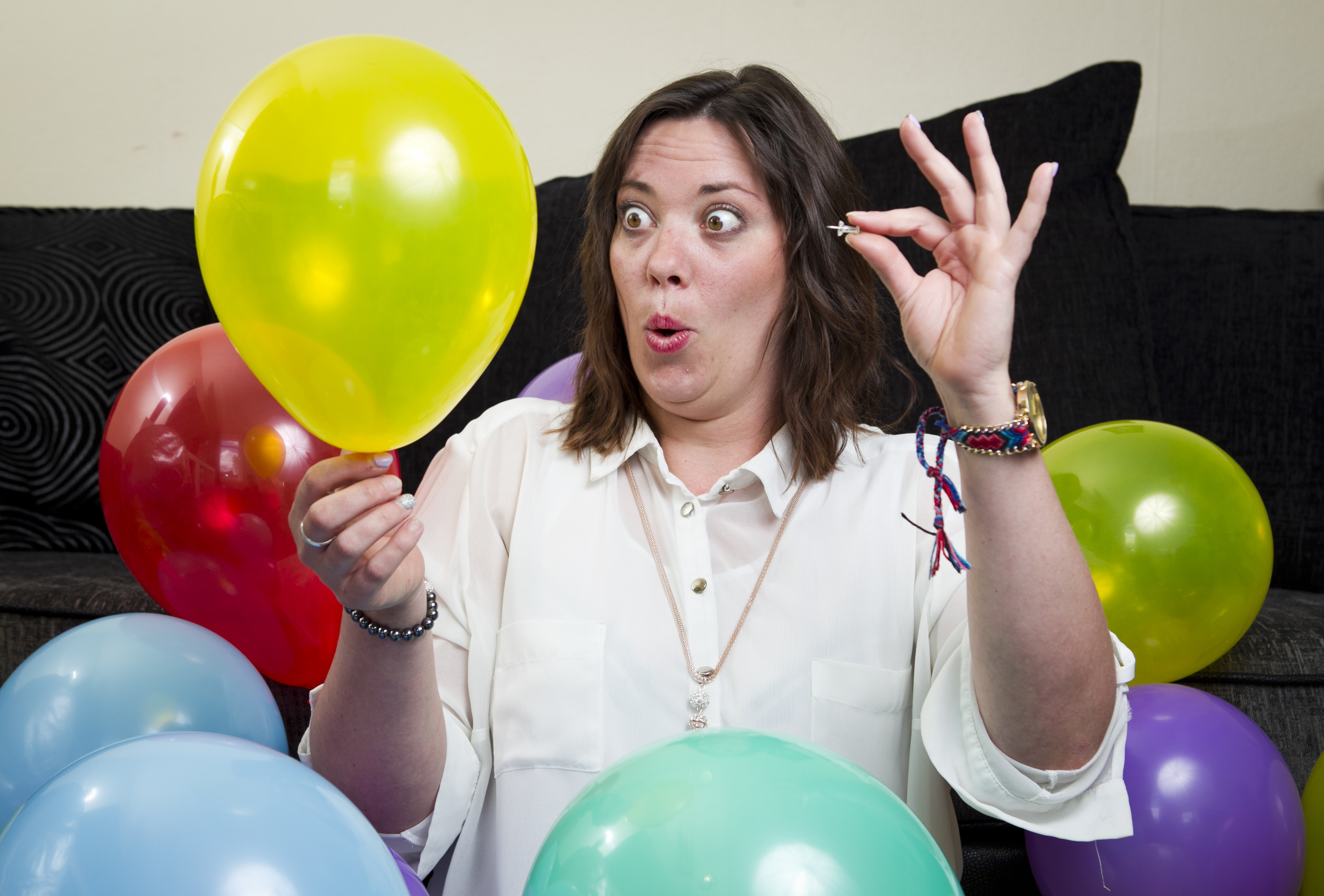 Woman with phobia of balloons finally bursts her fear