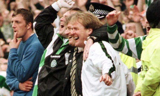Murdo MacLeod celebrates with Wim Jansen, 1998 (SNS Group)