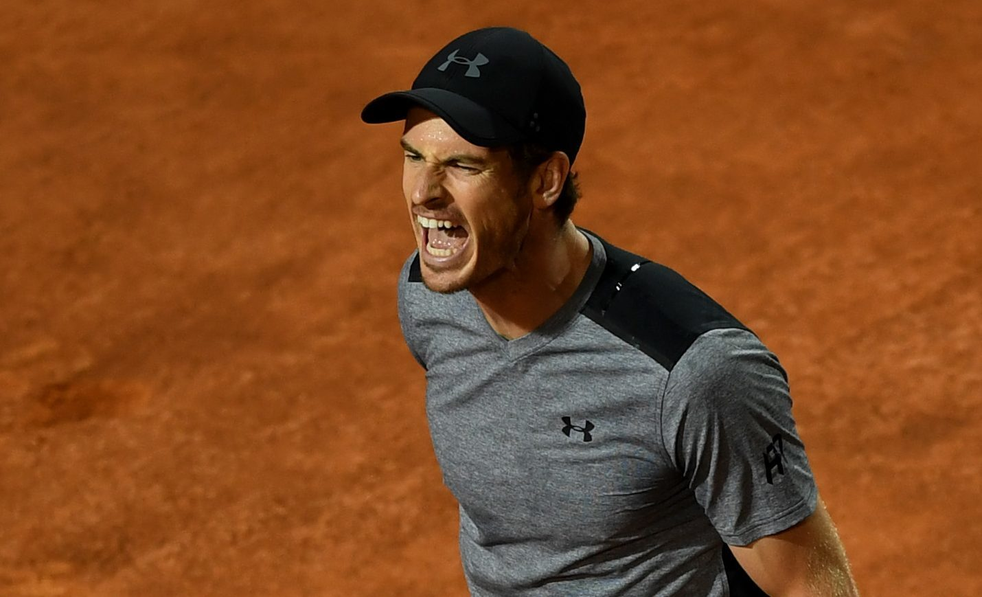 Andy Murray shows his frustration during his match against Fabio Fognini (Gareth Copley/Getty Images)