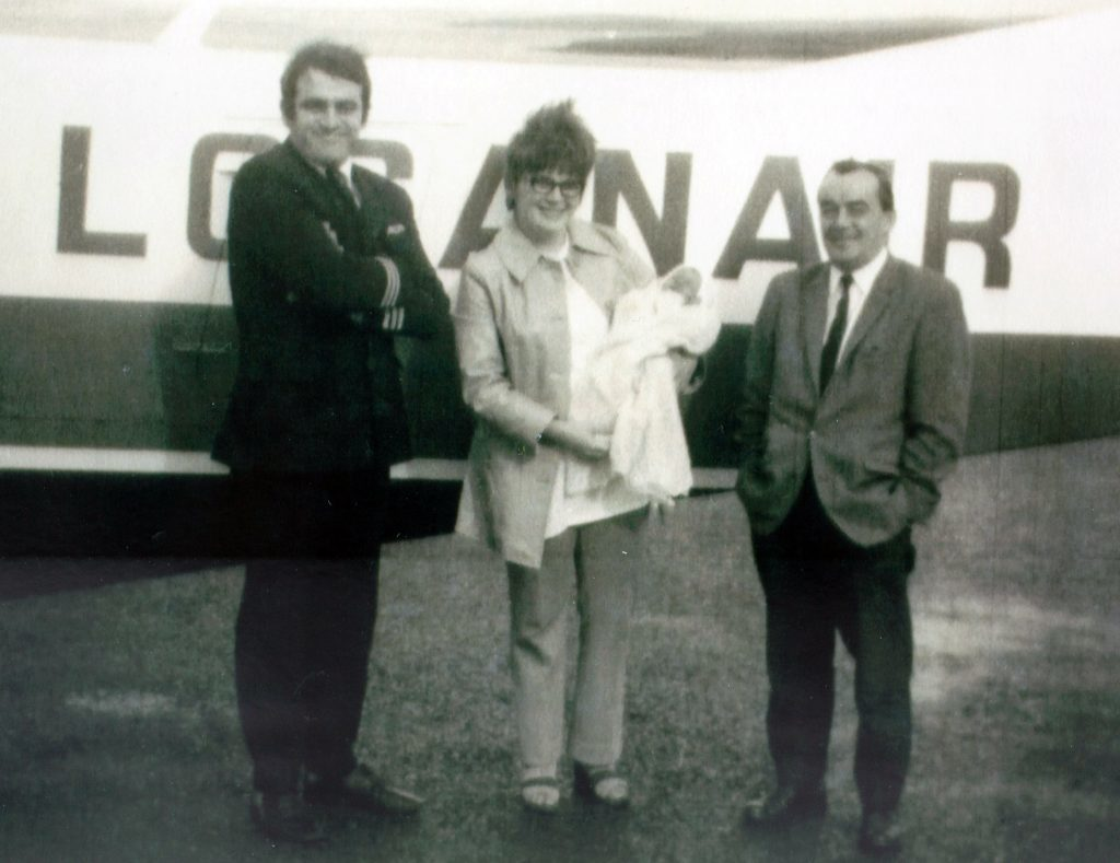 Freida Devin with newly born Katy with pilot Captain Jamie Bailey (left) and Dr Ferguson (Collect/Loganair/PA Wire)