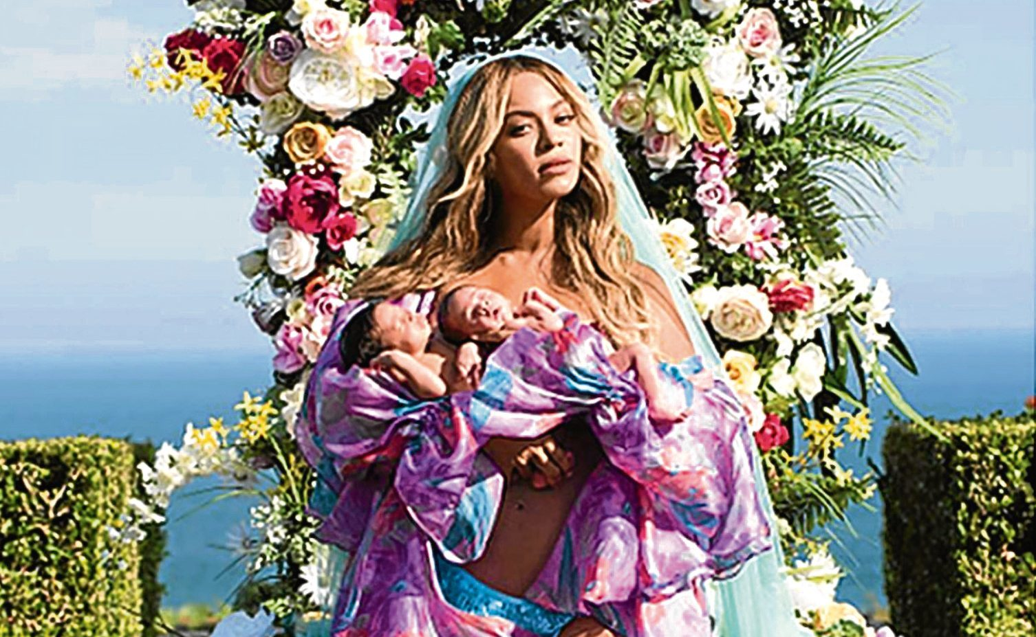 "Beyonce showing off her twins ""Sir Carter and Rumi"" a month after she gave birth (Beyonce/Instagram)"