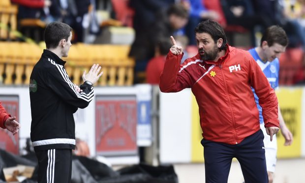 Dundee manager Paul Hartley argues with the fourth official. (SNS)