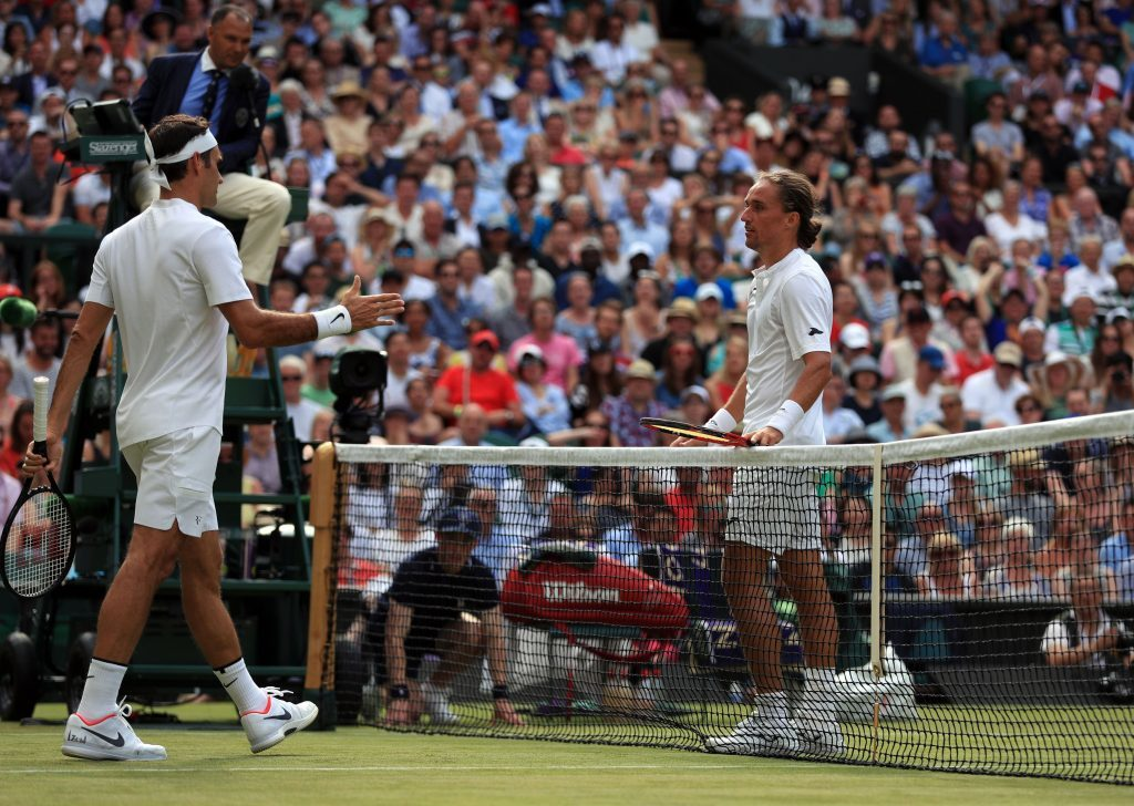 Alexandr Dolgopolov retires injured during his match against Roger Federer