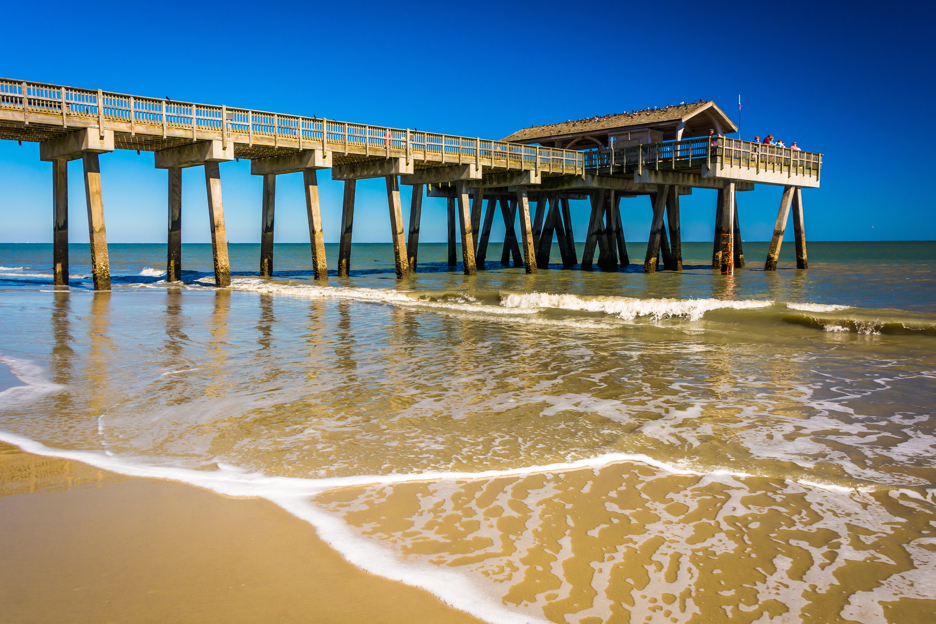 The fishing pier and Atlantic Ocean at Tybee Island, Georgia. (iStock)