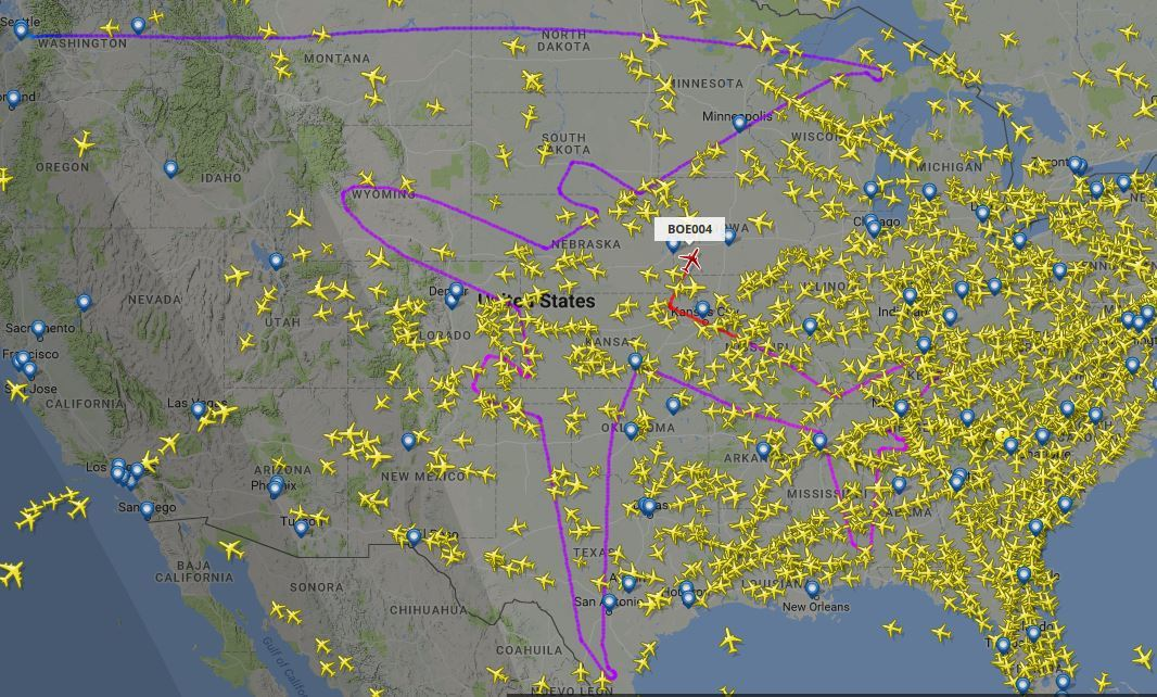 Aeroplane draws giant outline of plane in voyage over America