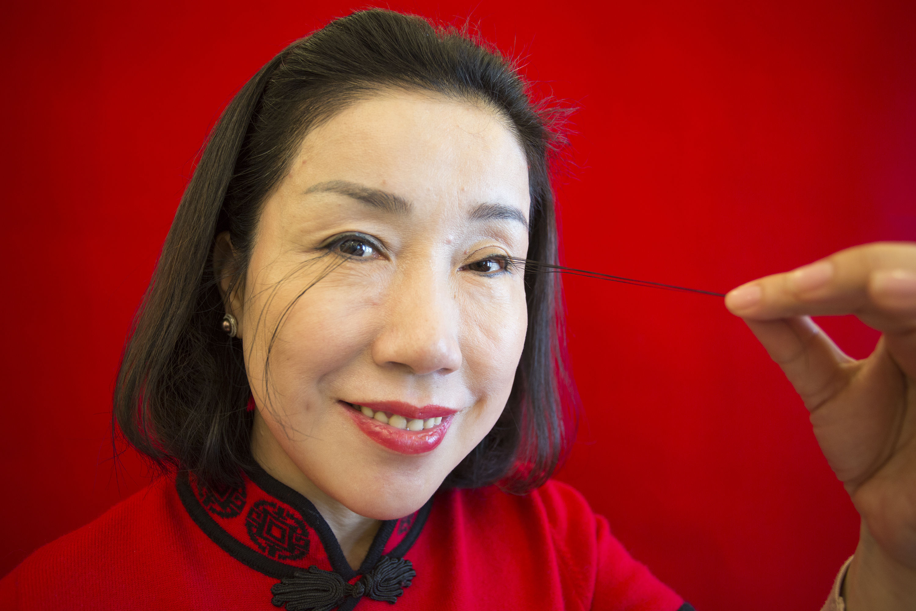Lady in China wins the Guinness record for longest eyelashes