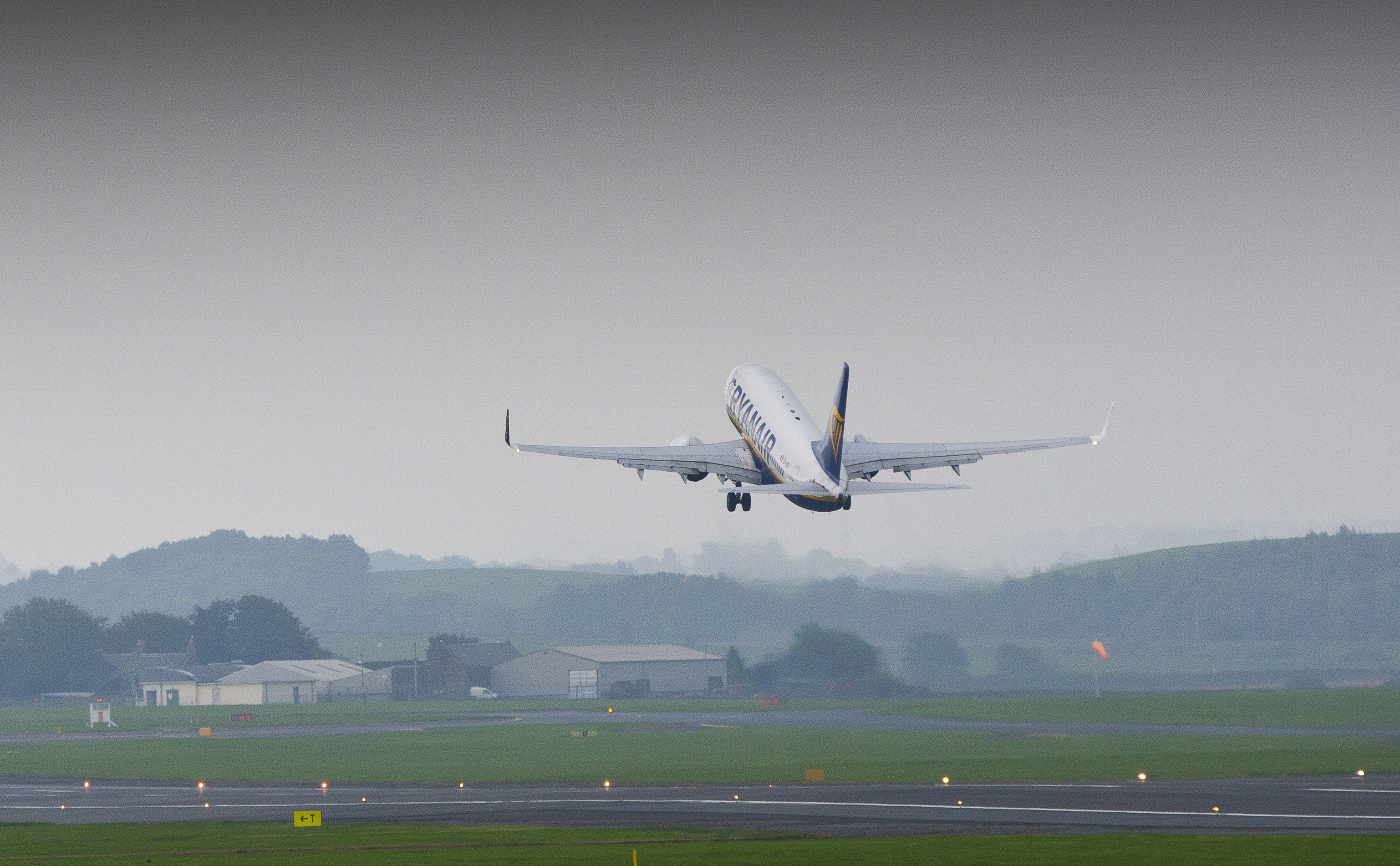 Ryanair Boeing 737-700 fast track training pilots at Prestwick Airport Scotland (Jamie Williamson)