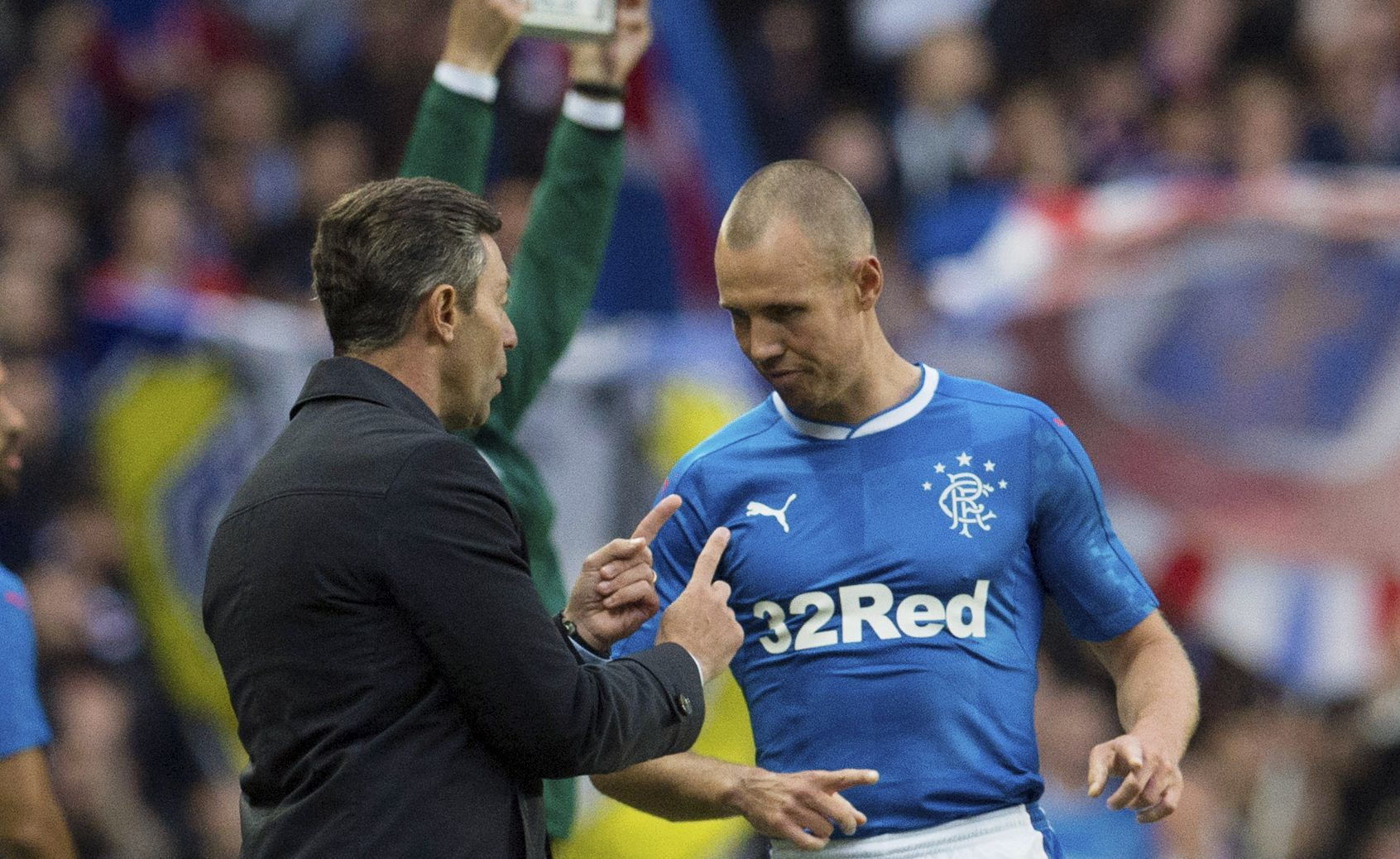 Rangers manager Pedro Caixinha (left) in discussion with Kenny Miller (SNS Group / Craig Foy)