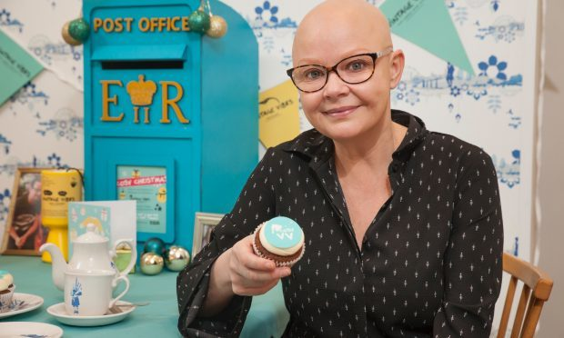 Gail Porter with a Cosy Cupcake (Vintage Vibes)