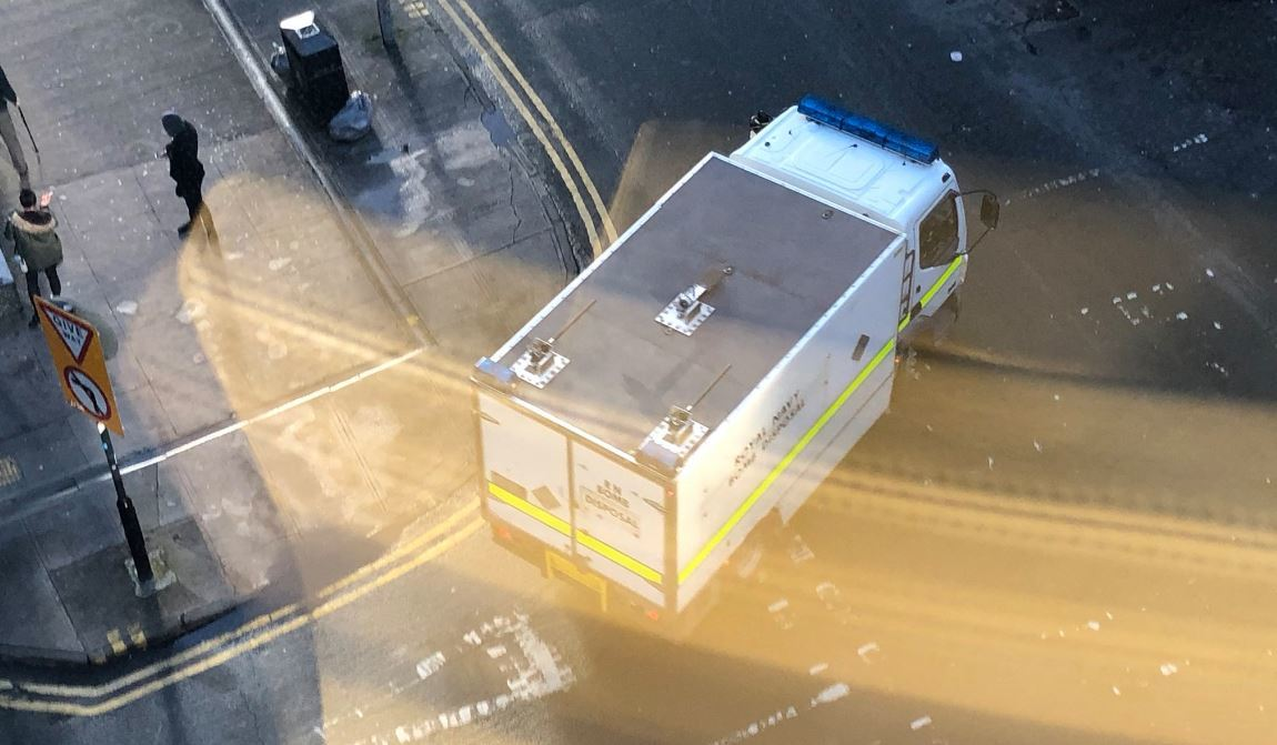 Bomb disposal team called to suspicious package in Glasgow