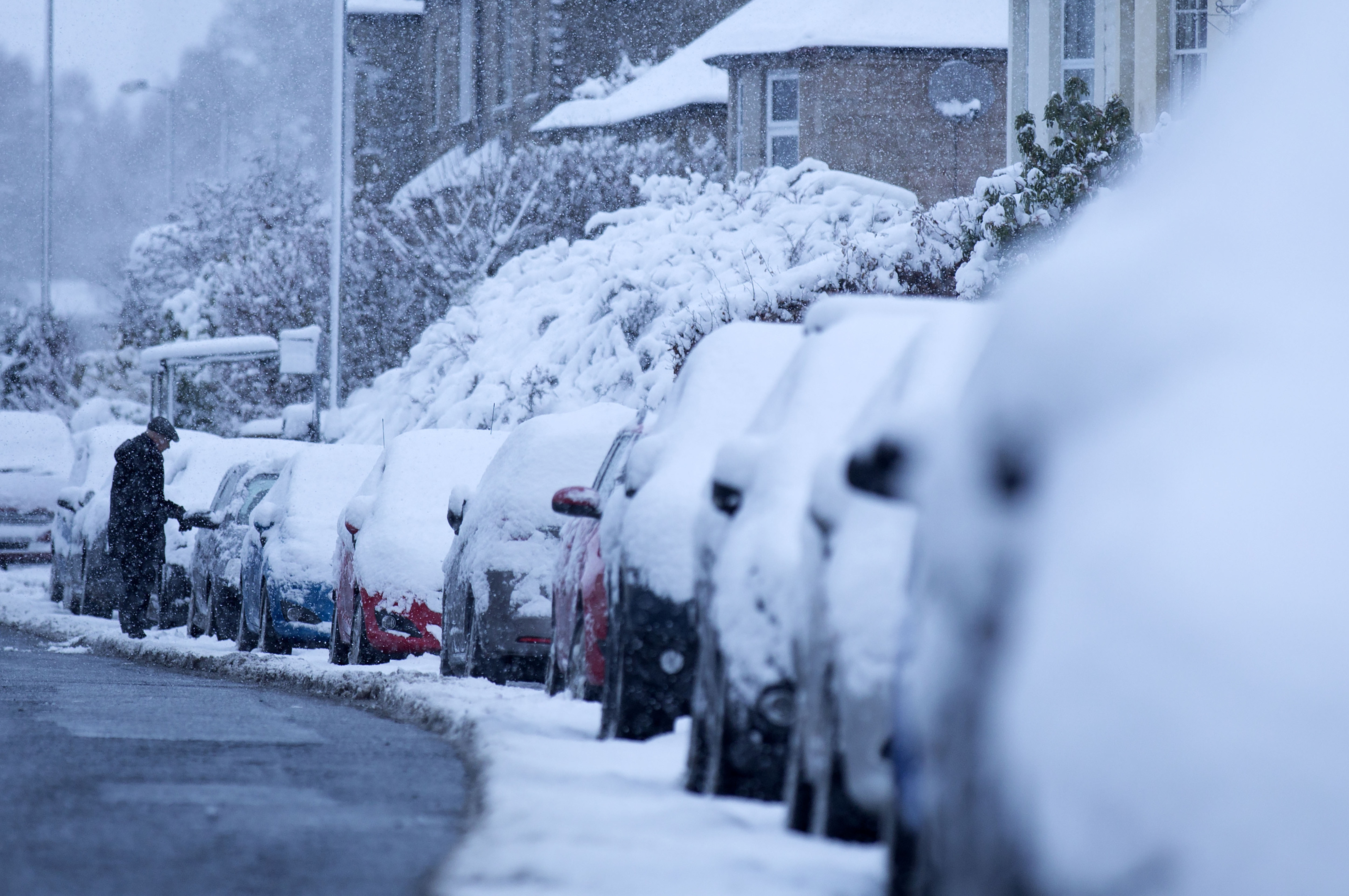 Heavy snow covers parked cars in Midlothian (David Cheskin/PA Wire)