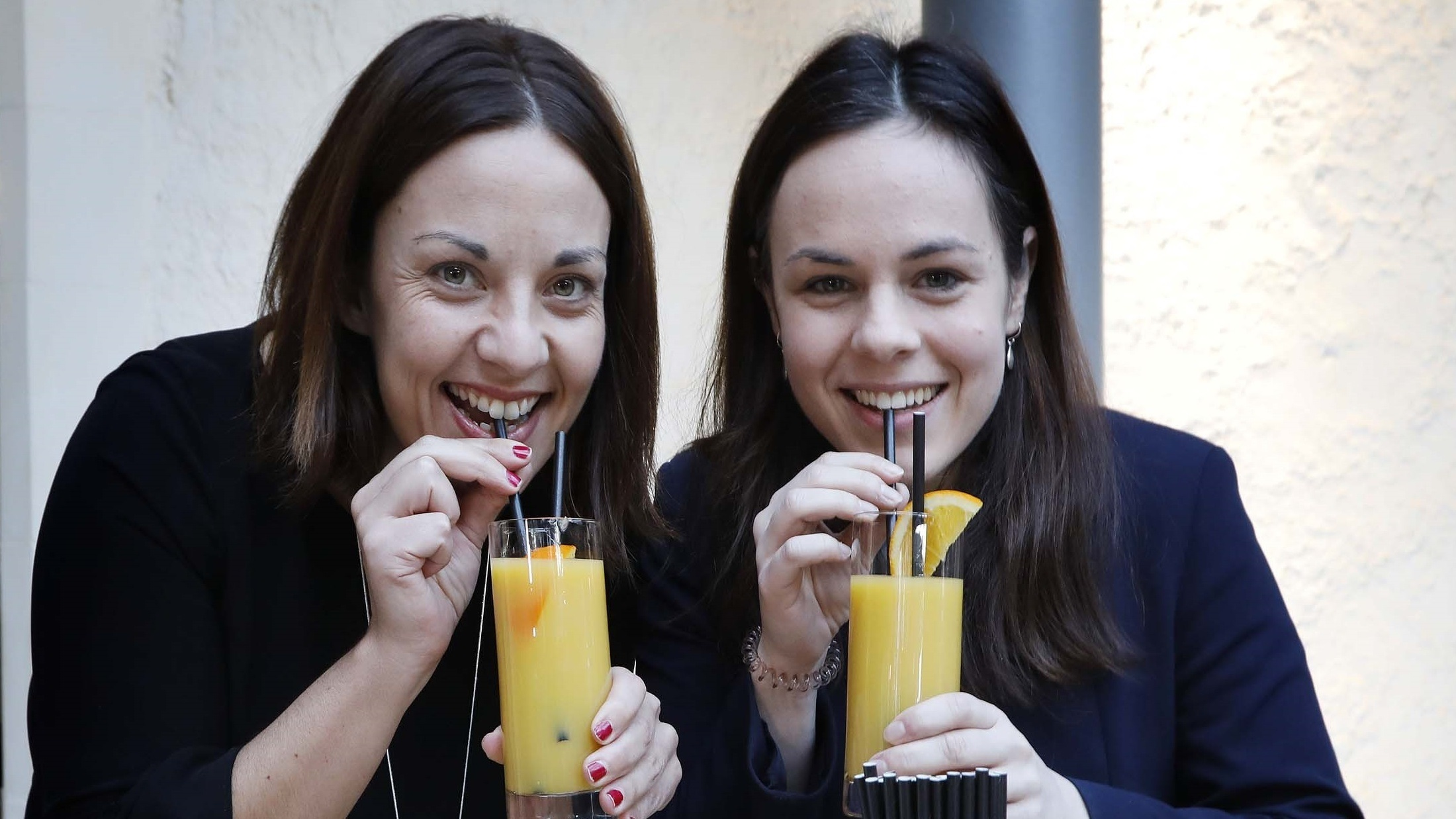 Labour's Kezia Dugdale and the SNP's Katie Forbes team up to celebrate plastic straws being banned at Holyrood (Scottish Parliament/PA)