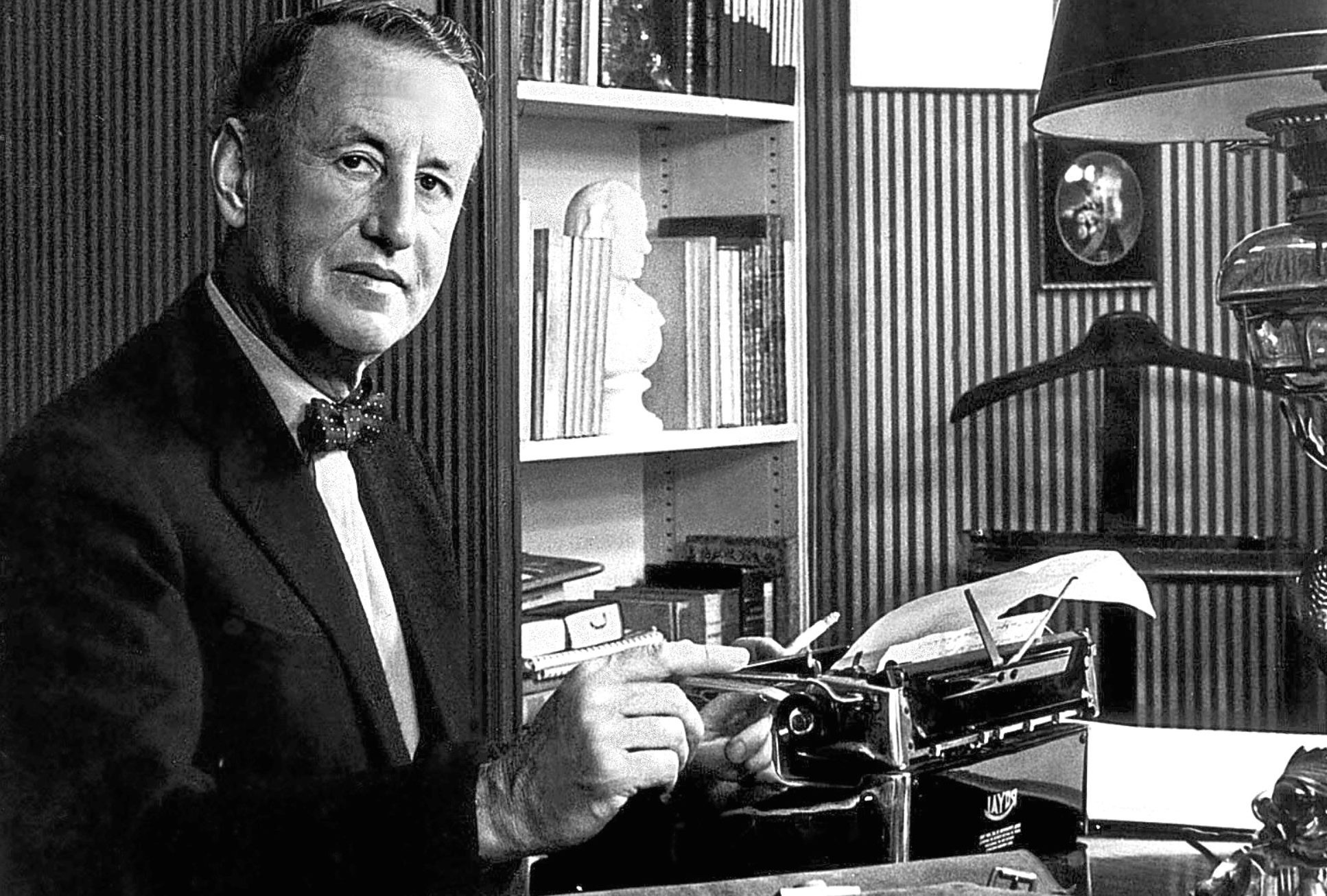 #UnDíaComoHoy Hace 53 años falleció Ian Fleming, creado de James Bond.