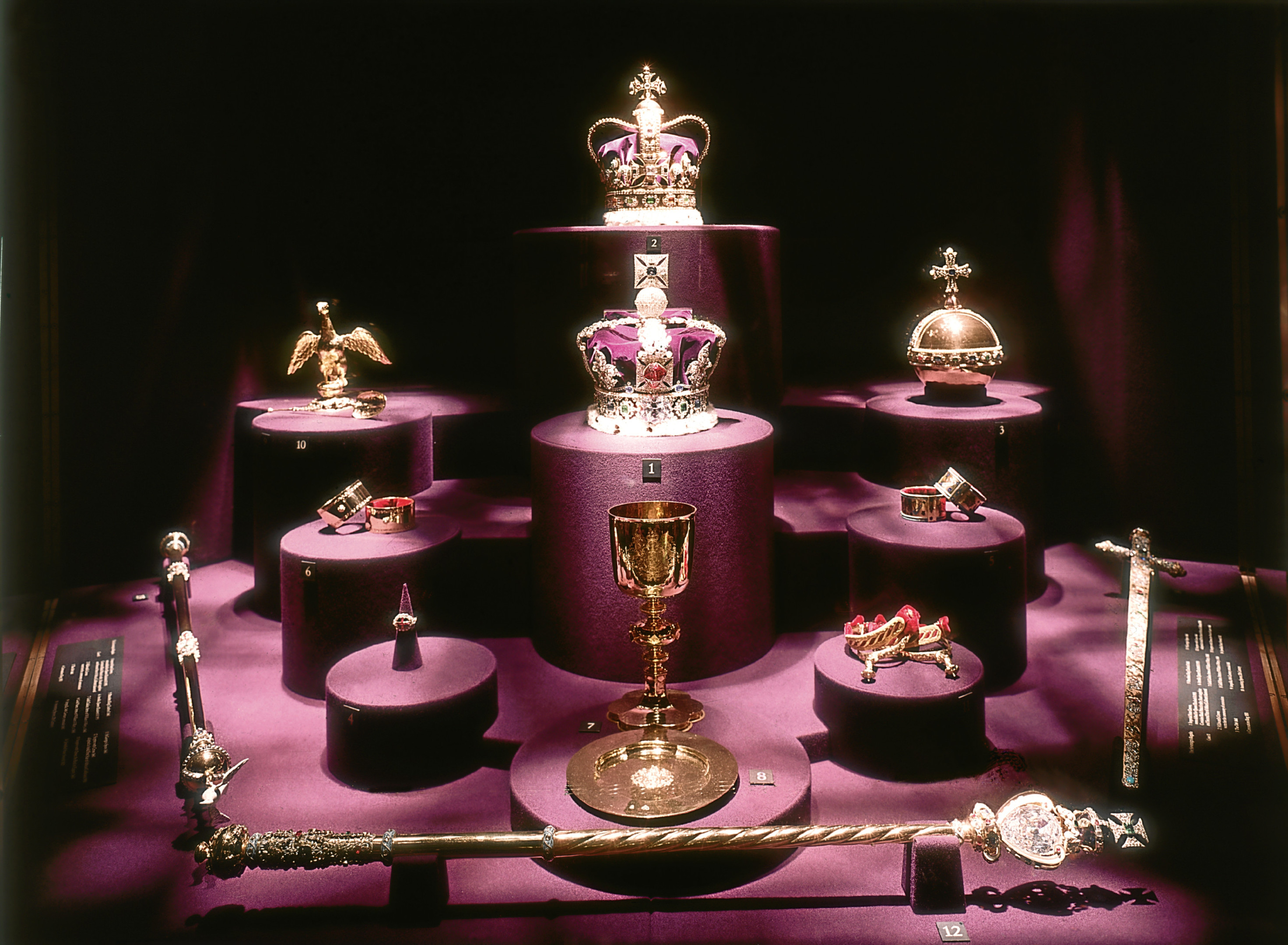The British crown jewels  (Fox Photos/Getty Images)