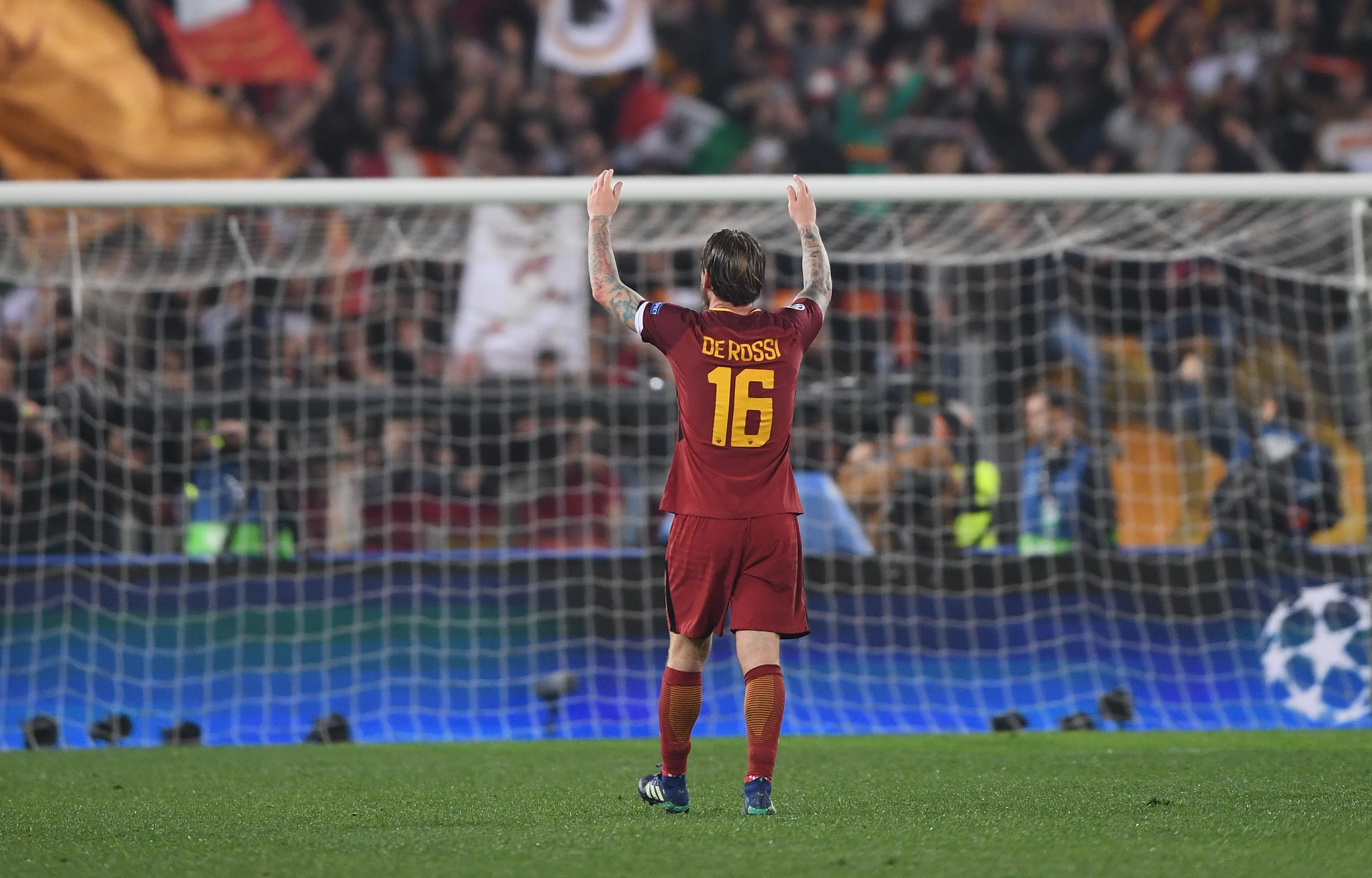 Daniele De Rossi of AS Roma celebrates victory (Michael Regan/Getty Images)