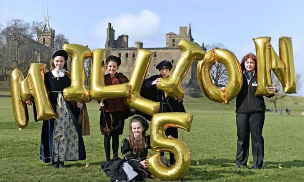 Junior Tour Guides ( L-R) Orla Mayling , Finlay Turner, Reuben Kennedy and Ellie McDonald (front) help Historic Environment Scotland (HES) celebrate a record-breaking year at Linlithgow Palace with local staff member Isabella Ogg (Neil Hanna Photography)