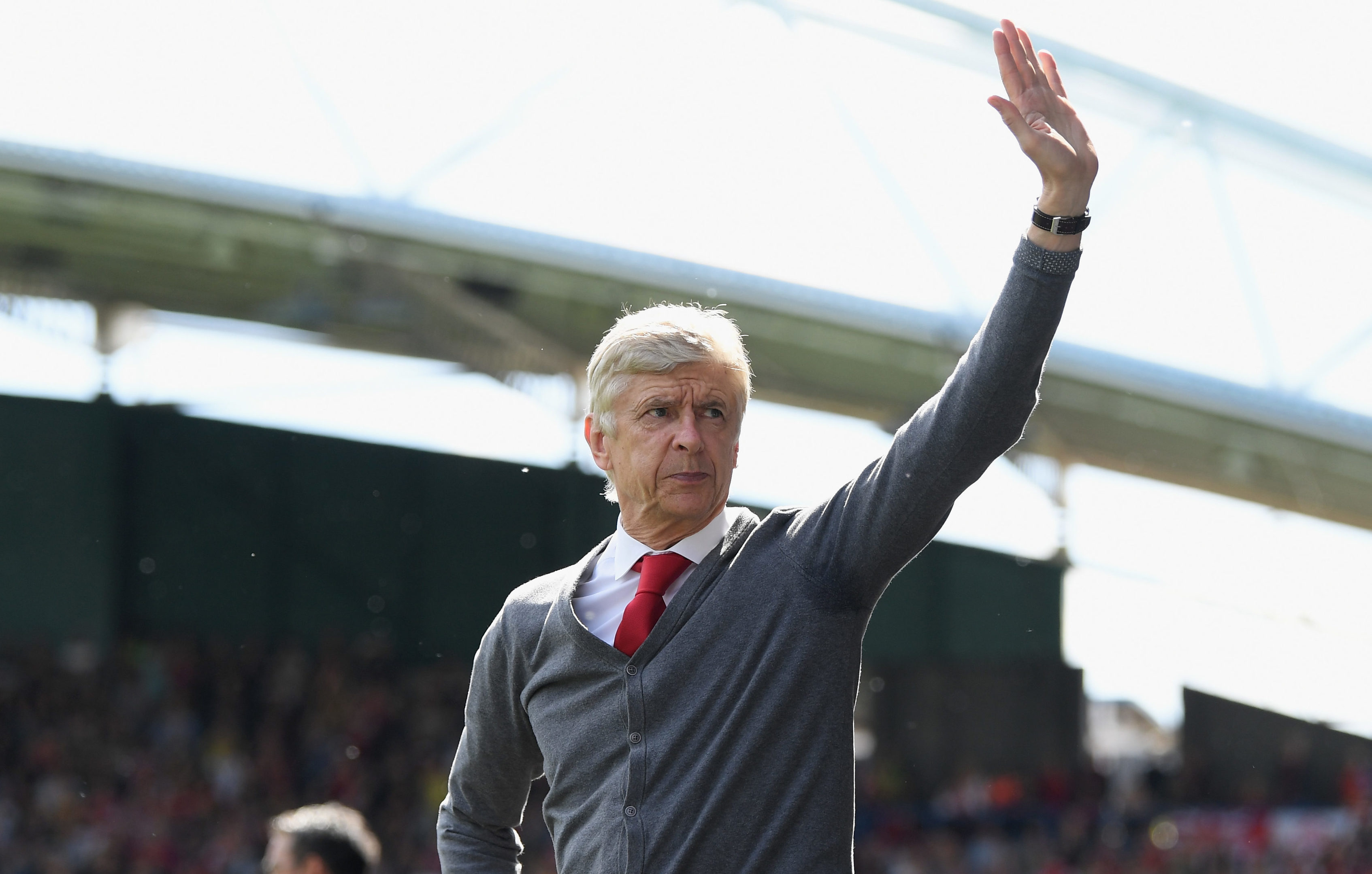 Arsenal manager Arsene Wenger bids farewell (Shaun Botterill/Getty Images)