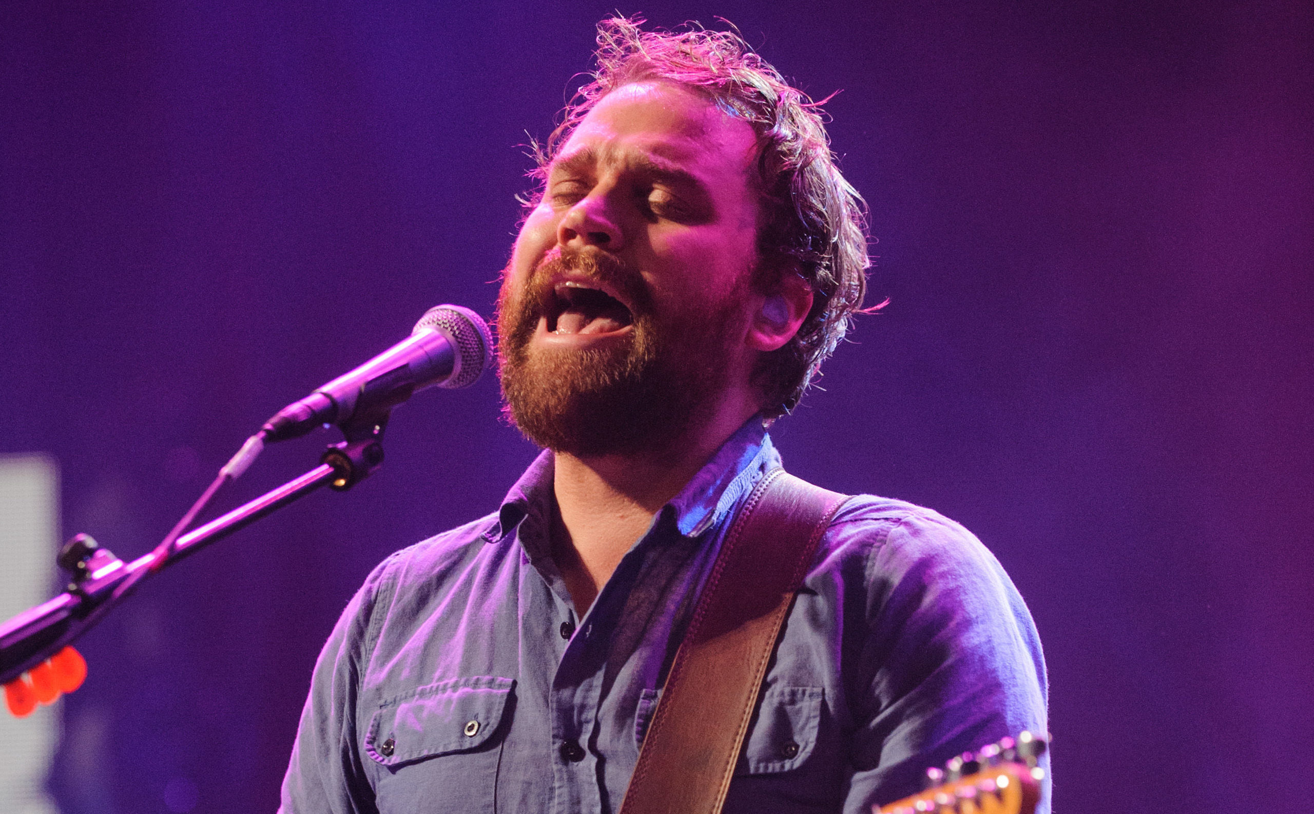Scott Hutchison performing (Dominic Lipinski/PA Wire)