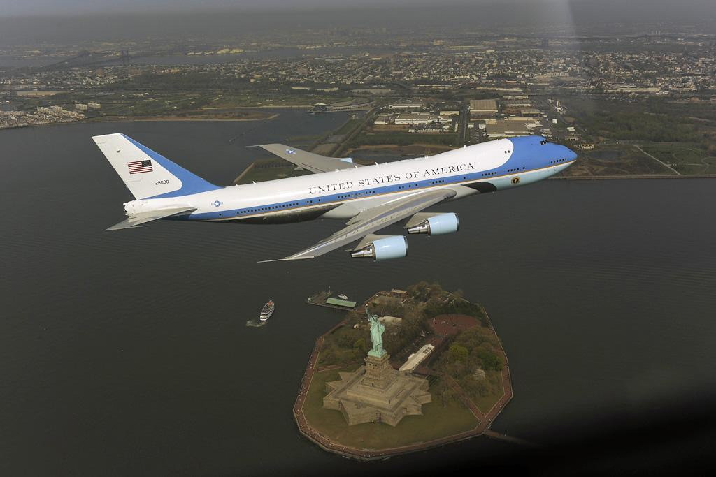 A majestic photo of Air Force One - but the low flying aircraft panicked New Yorkers in 2009 (AP Photo/The White House)