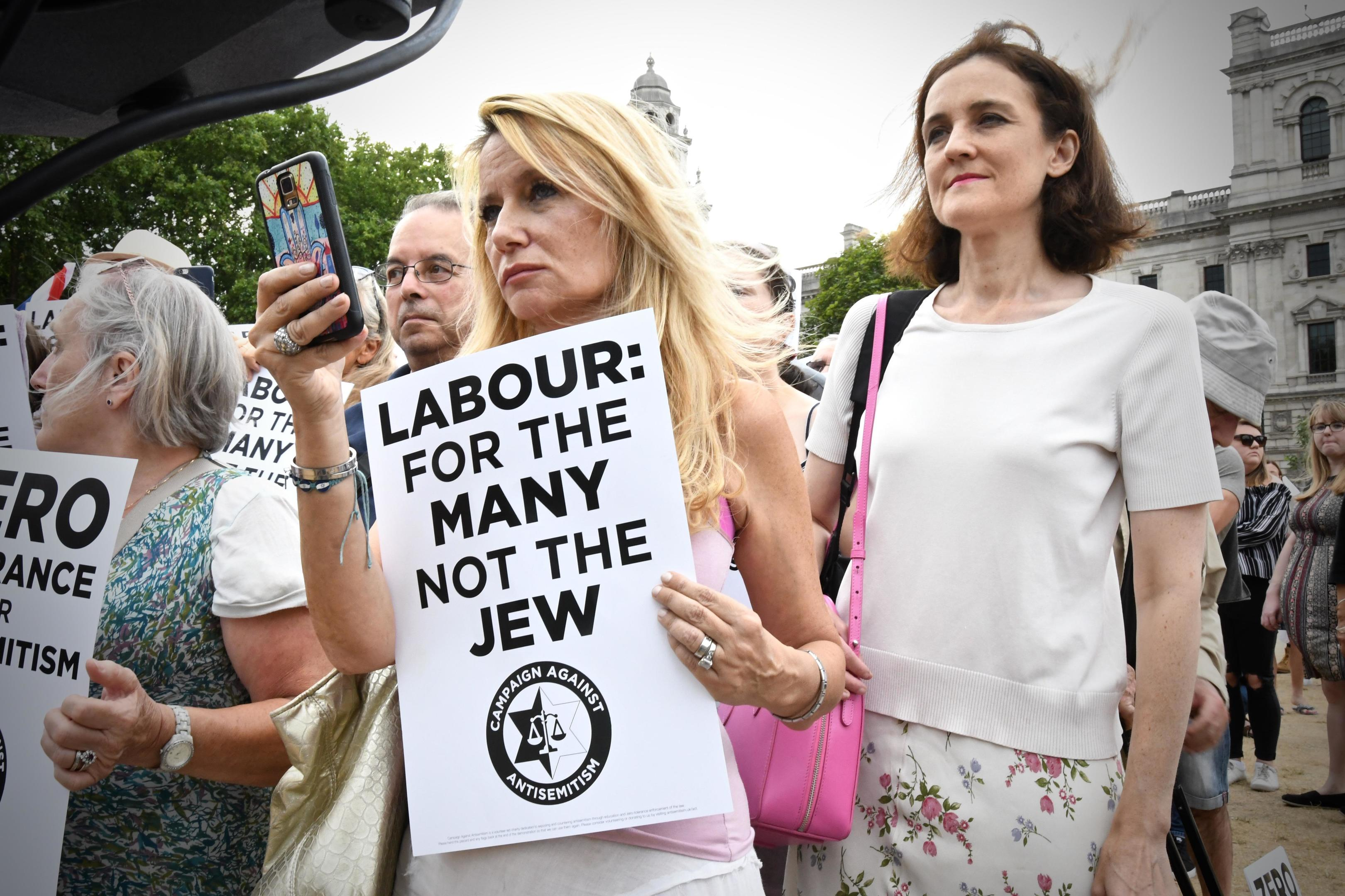 Protests take place outside Parliament by the Jewish community increasingly concerned by levels of anti semitism in the Labour Party. (Incmonocle)