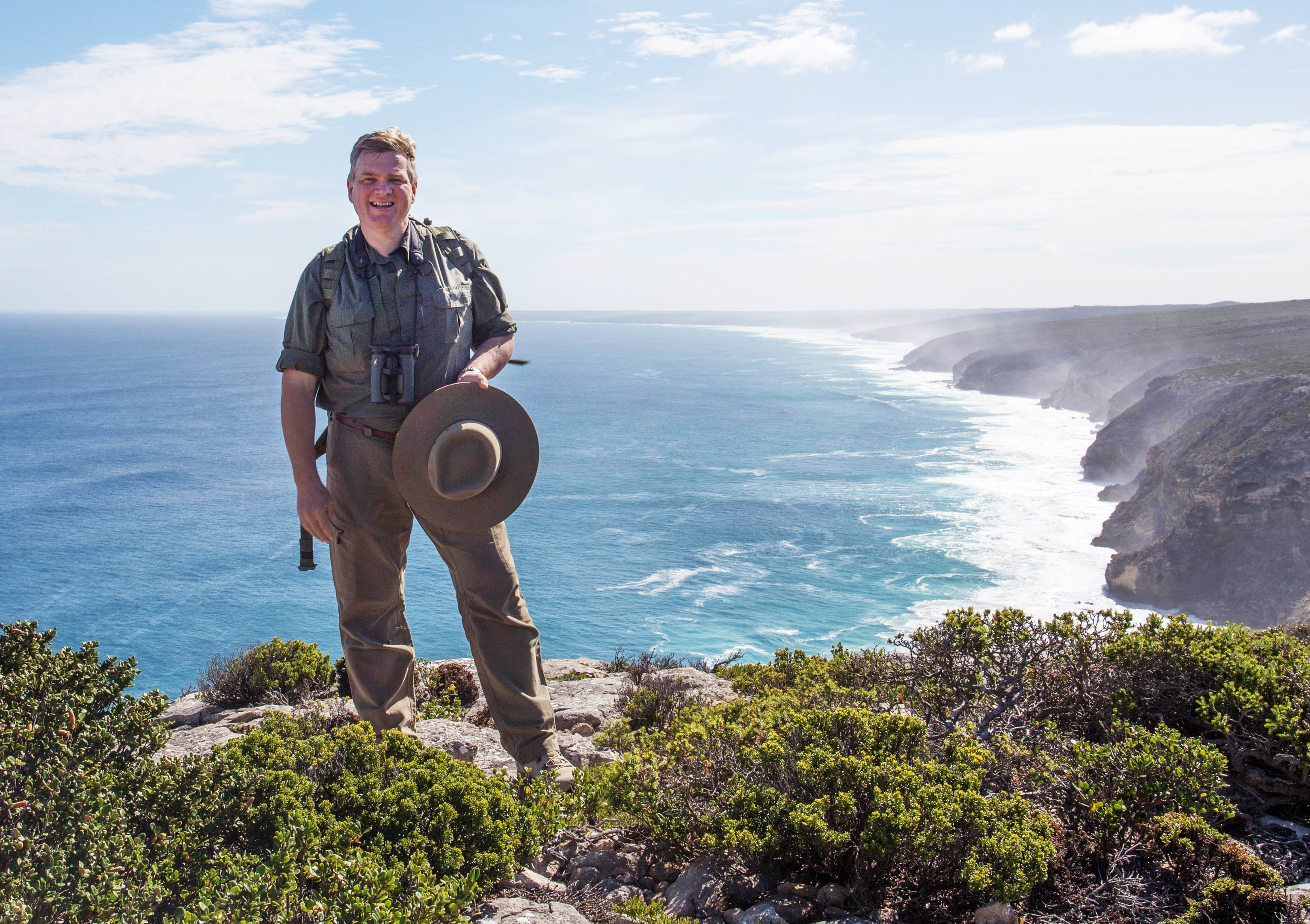 Ray Mears in the Australian Wilderness (Tin Can Wilderness, ITV)