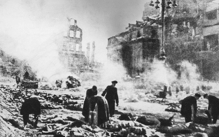 Allied bombing of Dresden, Germany, February 1945 (Keystone/Hulton Archive/Getty Images)