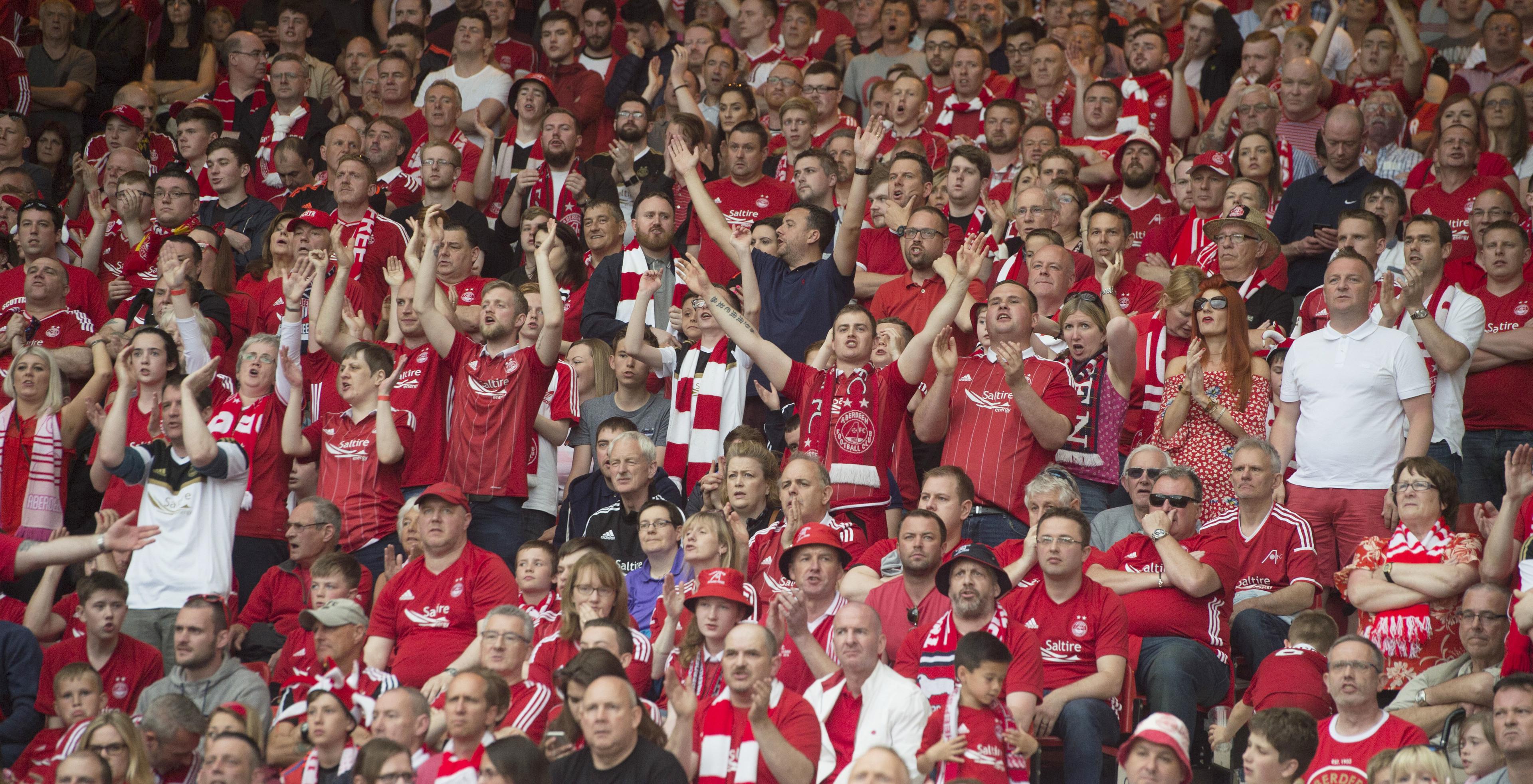 Aberdeen fans (SNS Group)