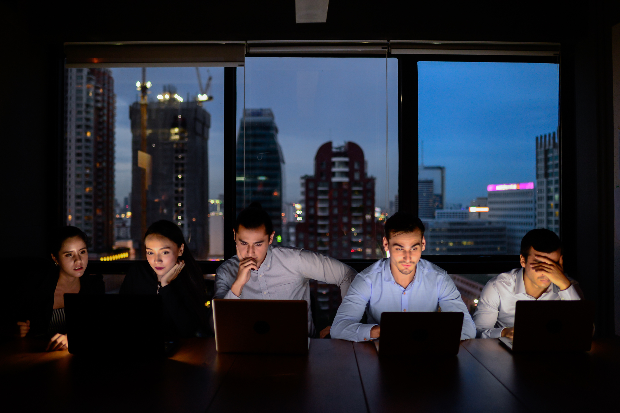 Many workers would hope to start their day earlier, so they are able to leave before 5pm. (Getty)