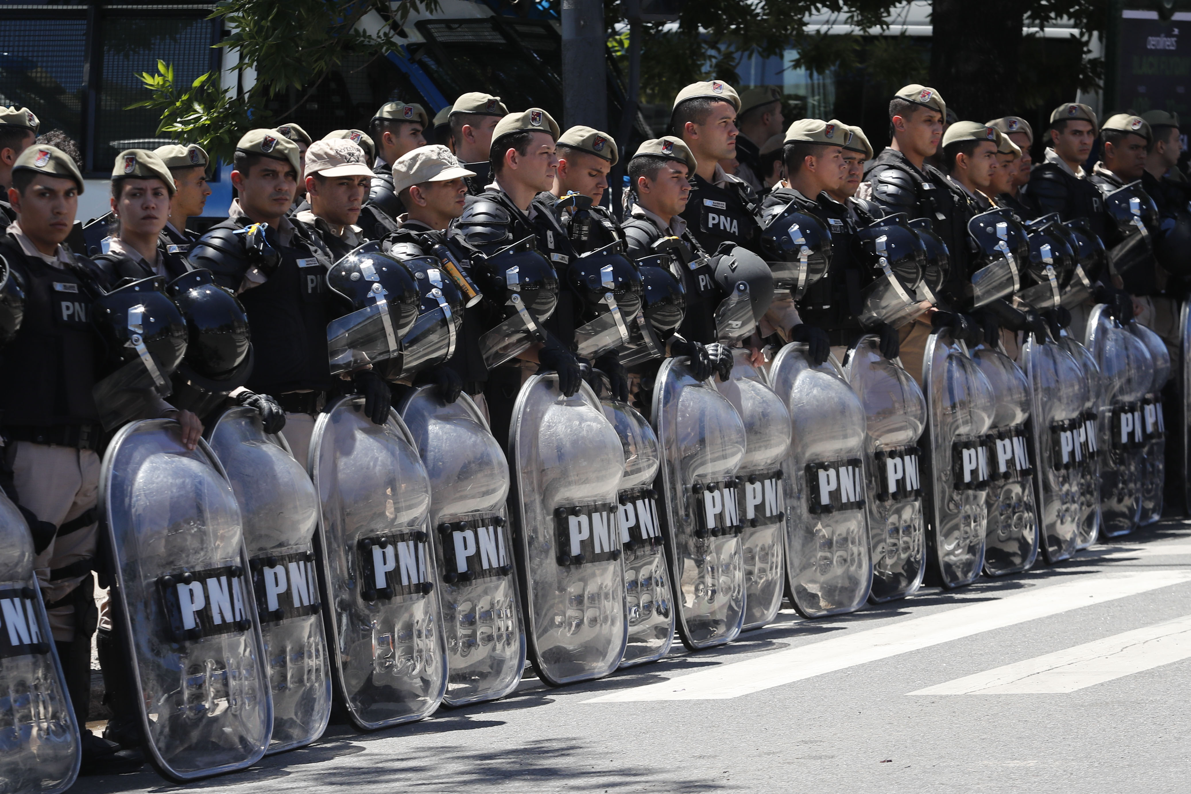 Riot police stand guard outside of Monumental Stadium of River Plate before the second leg of the  final of Copa CONMEBOL Libertadores 2018  (Marcelo Hernandez/Getty Images)