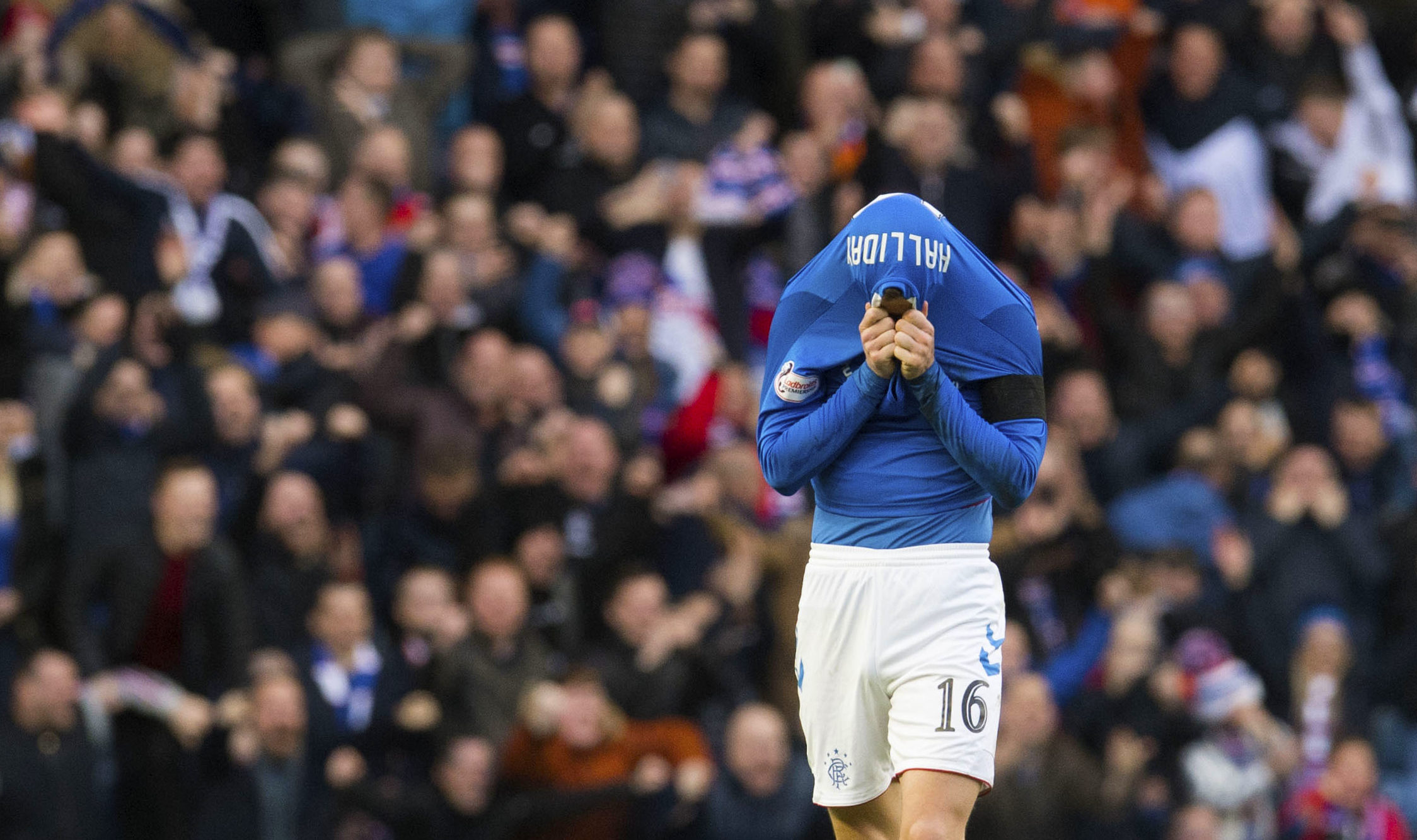 Andy Halliday overwhelmed by emotion at full time (SNS Group)